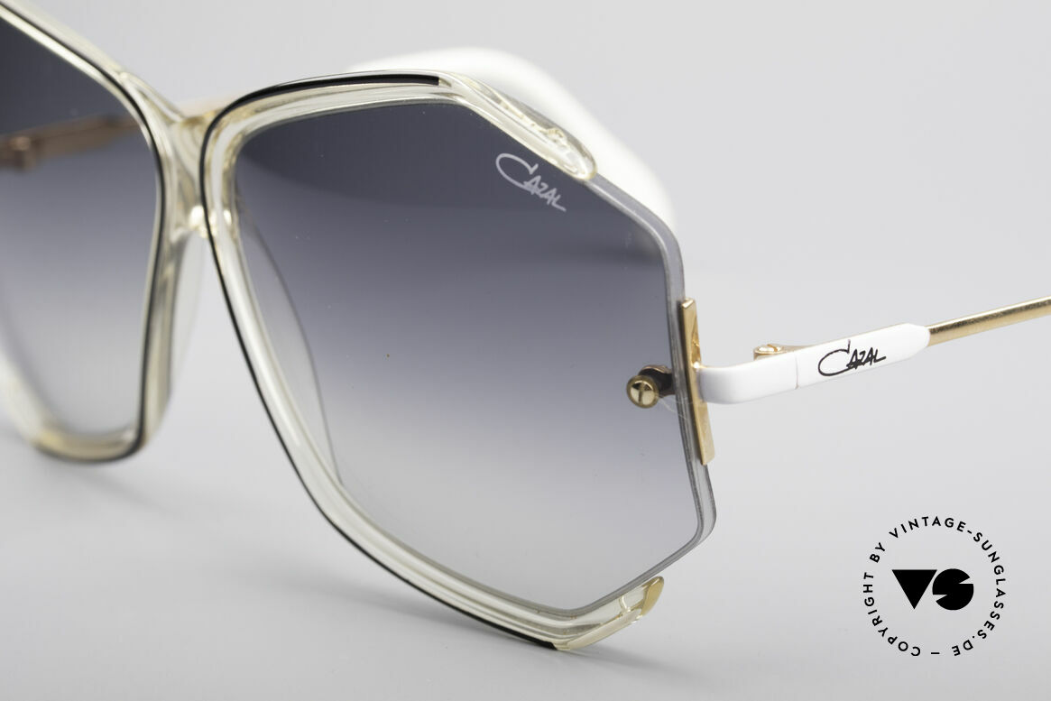 Cazal 852 Oversized 80's Sunglasses, unworn rarity in a pristine condition, incl. orig. case, Made for Women