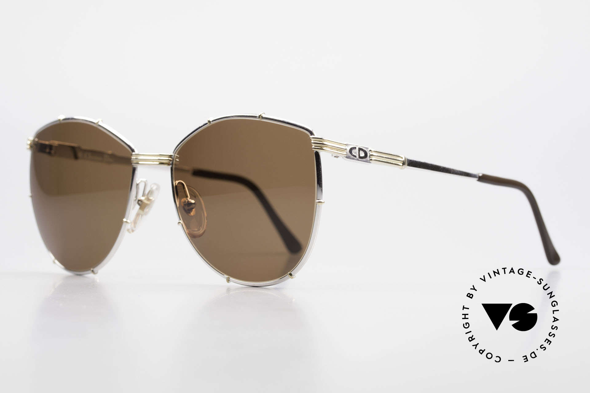 Christian Dior 2472 80's Vintage Designer Shades, double-coloured frame and temples - rich in detail, Made for Women