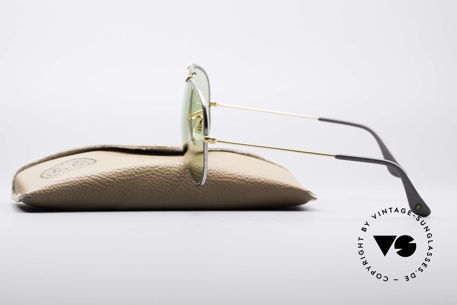 Ray Ban Outdoorsman II Precious Metals Changeable, NO retro frame; an old original with serial number, Made for Men