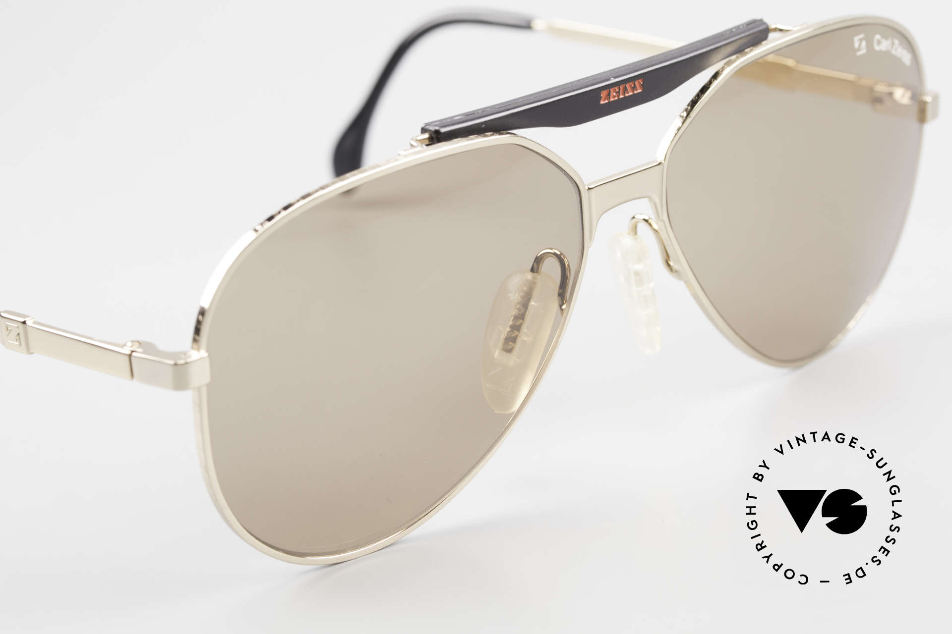 Zeiss 9931 Premium Vintage Sunglasses, flexible spring hinges for a perfect wearing comfort, Made for Men
