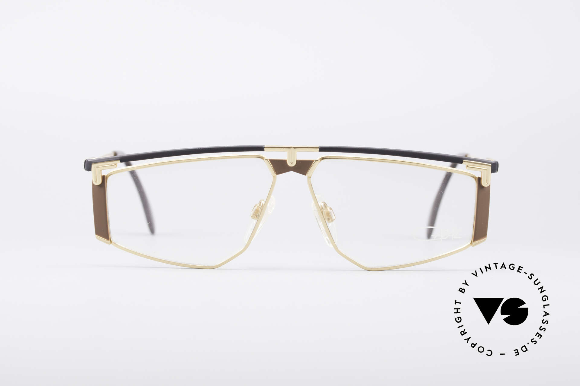 Cazal 235 Titanium Vintage Frame, 1. class wearing comfort thanks to lightweight material, Made for Men and Women