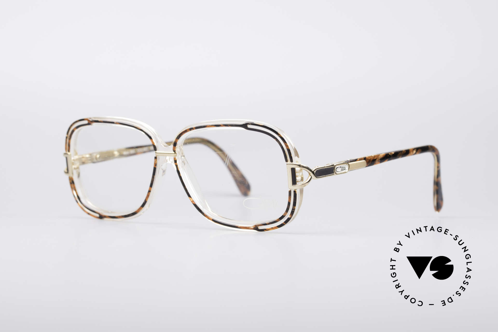 Cazal 320 80's West Germany Frame, really unique and pretty hard to find, in these days, Made for Women