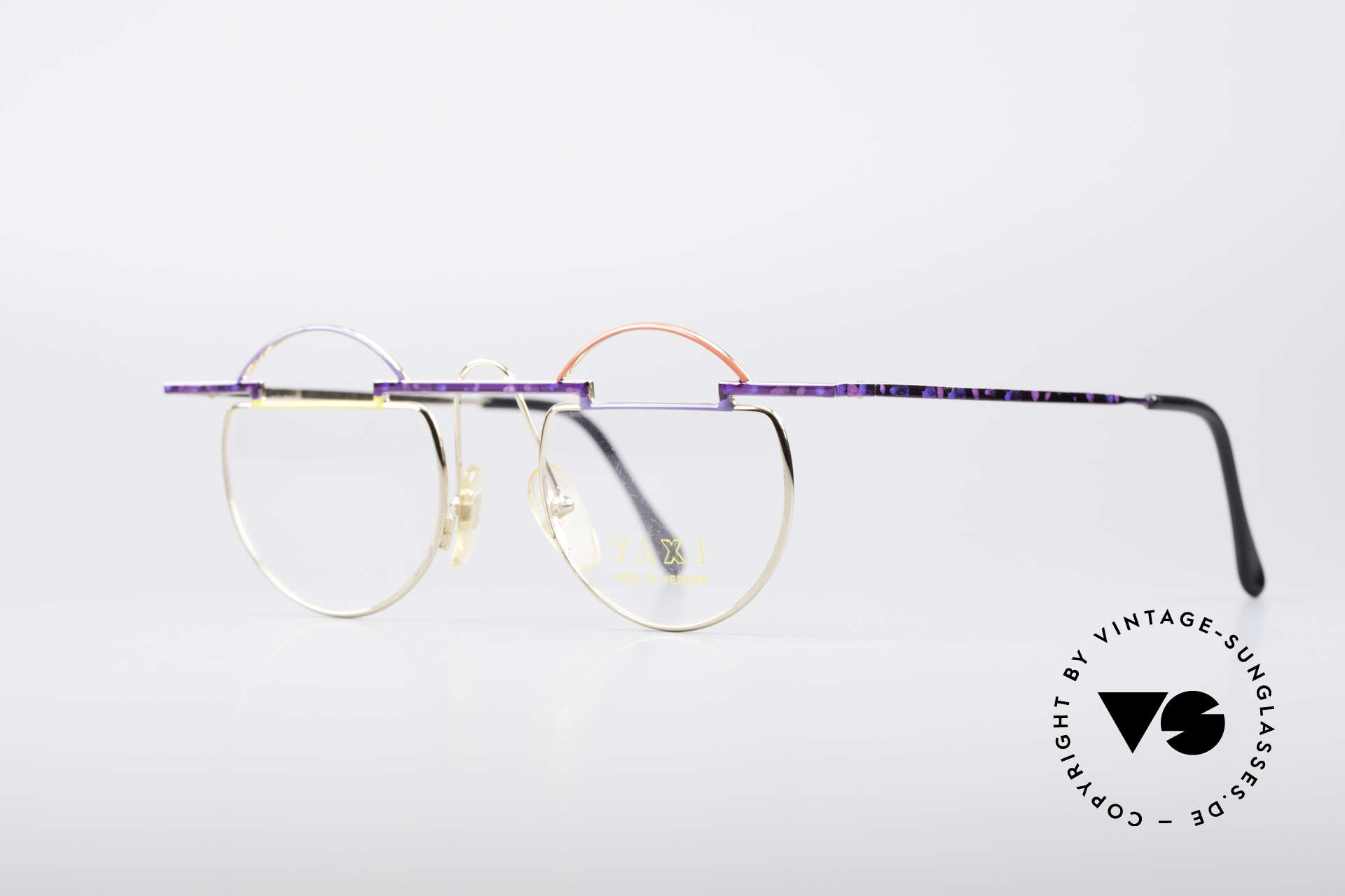 Taxi 221 by Casanova Vintage Art Frame, represents the exuberance of the Venetian carnival, Made for Women
