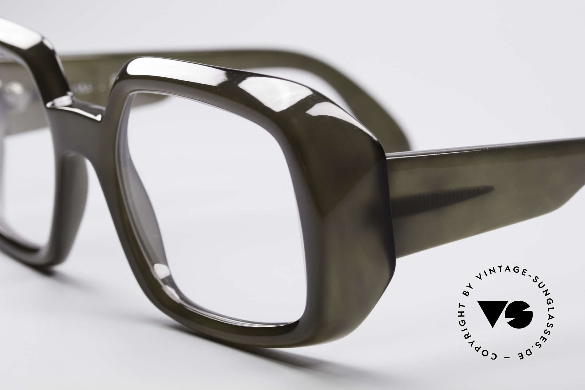 ViennaLine Royal 1601 Goliath Monster Specs, produced in the early 1970's; monolithic ... built to last, Made for Men