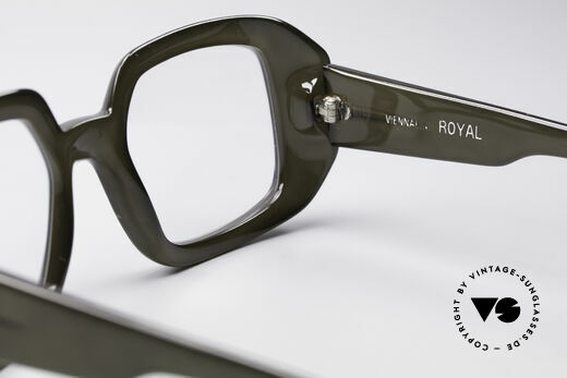 ViennaLine Royal 1601 Goliath Monster Specs