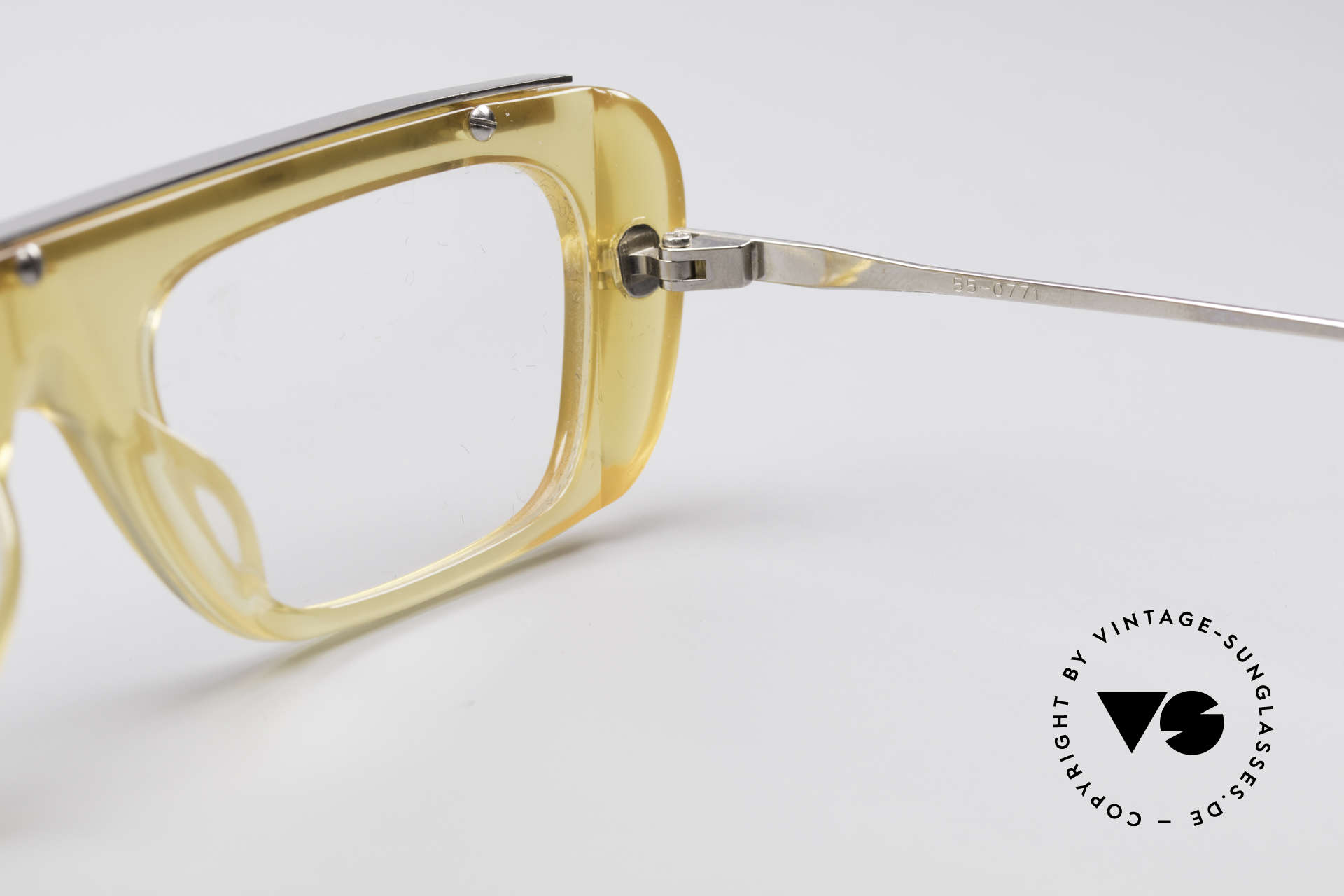 Jean Paul Gaultier 55-0771 Striking Vintage JPG Frame, the frame can be glazed with lenses of any kind, Made for Men and Women