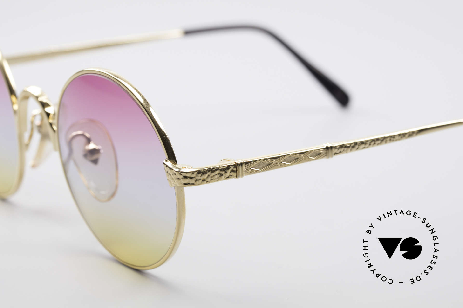 Jean Paul Gaultier 55-9671 Gold Plated Round Frame, a true designer piece in an unworn condition, Made for Men and Women
