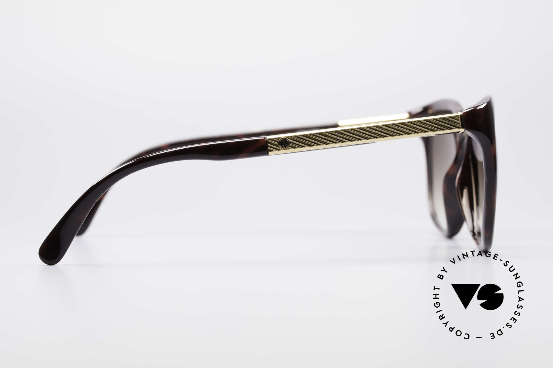 Dunhill 6006 80's Sunglasses Gentlemen, very elegant frame coloring in tortoise-bordeaux, Made for Men