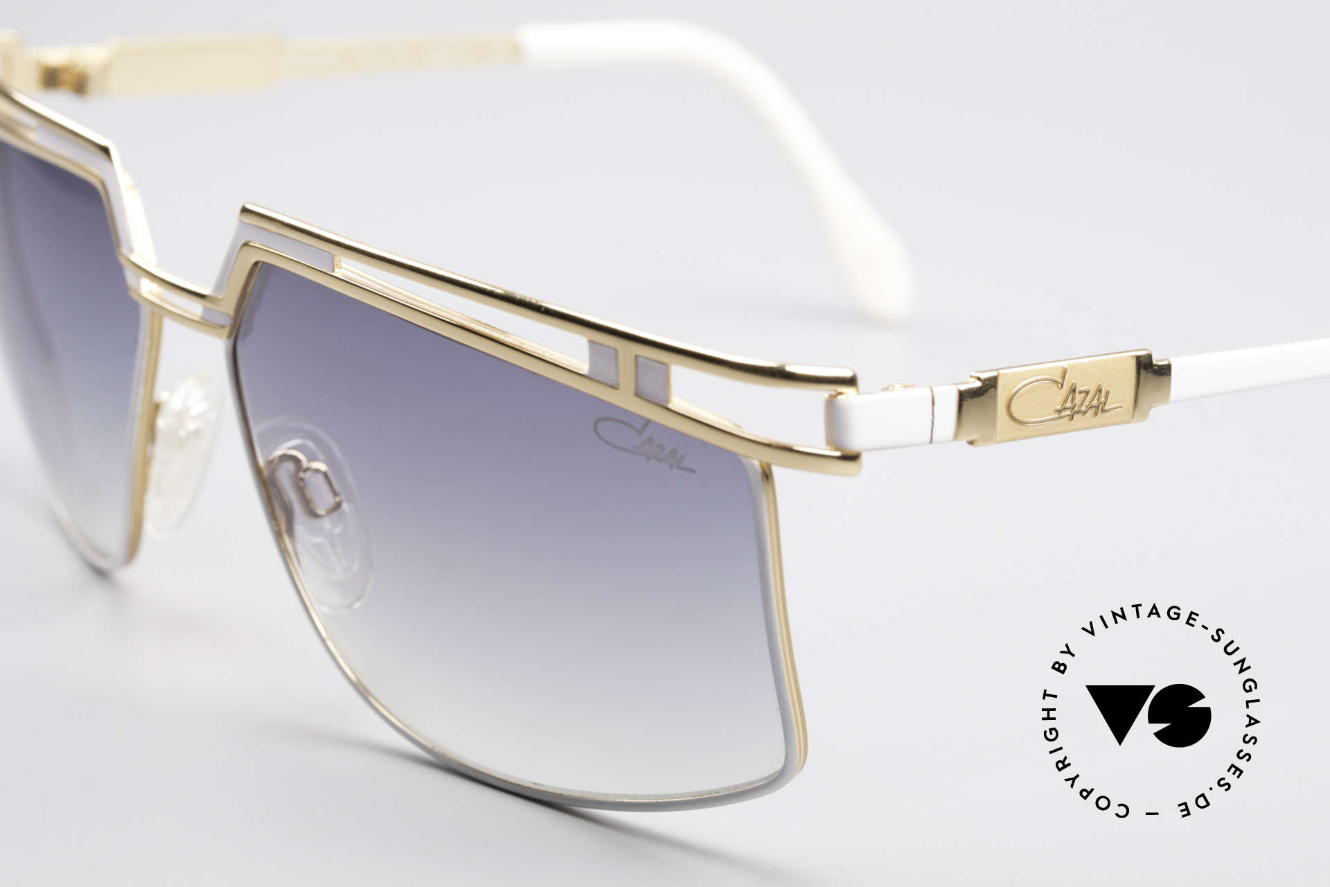 Cazal 957 XLarge HipHop Vintage Shades, col.code 332: white-gold frame with gray gradient lenses, Made for Men and Women