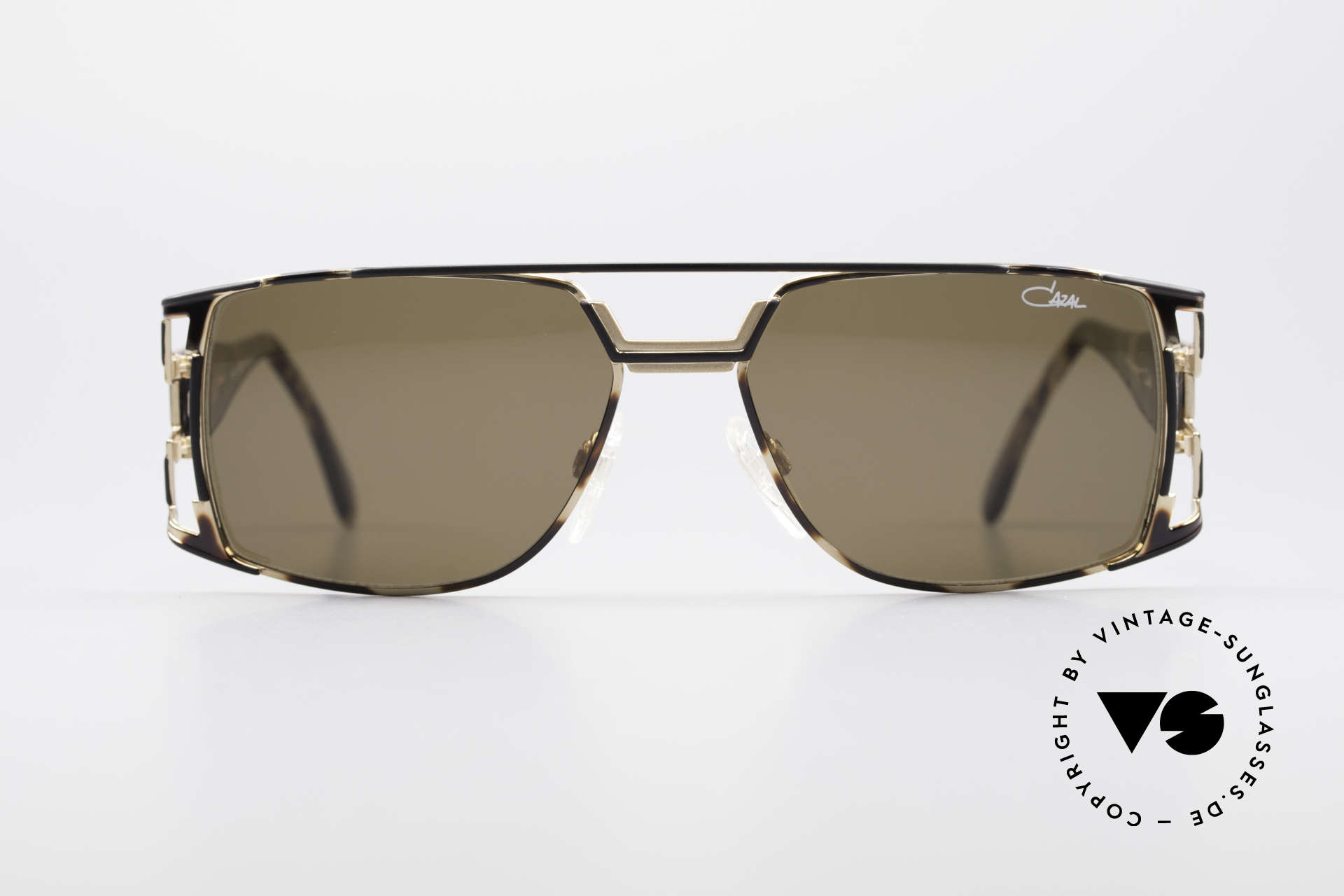 Cazal 974 Designer Shades Ladies Gents, great combination of design elements and materials, Made for Men and Women