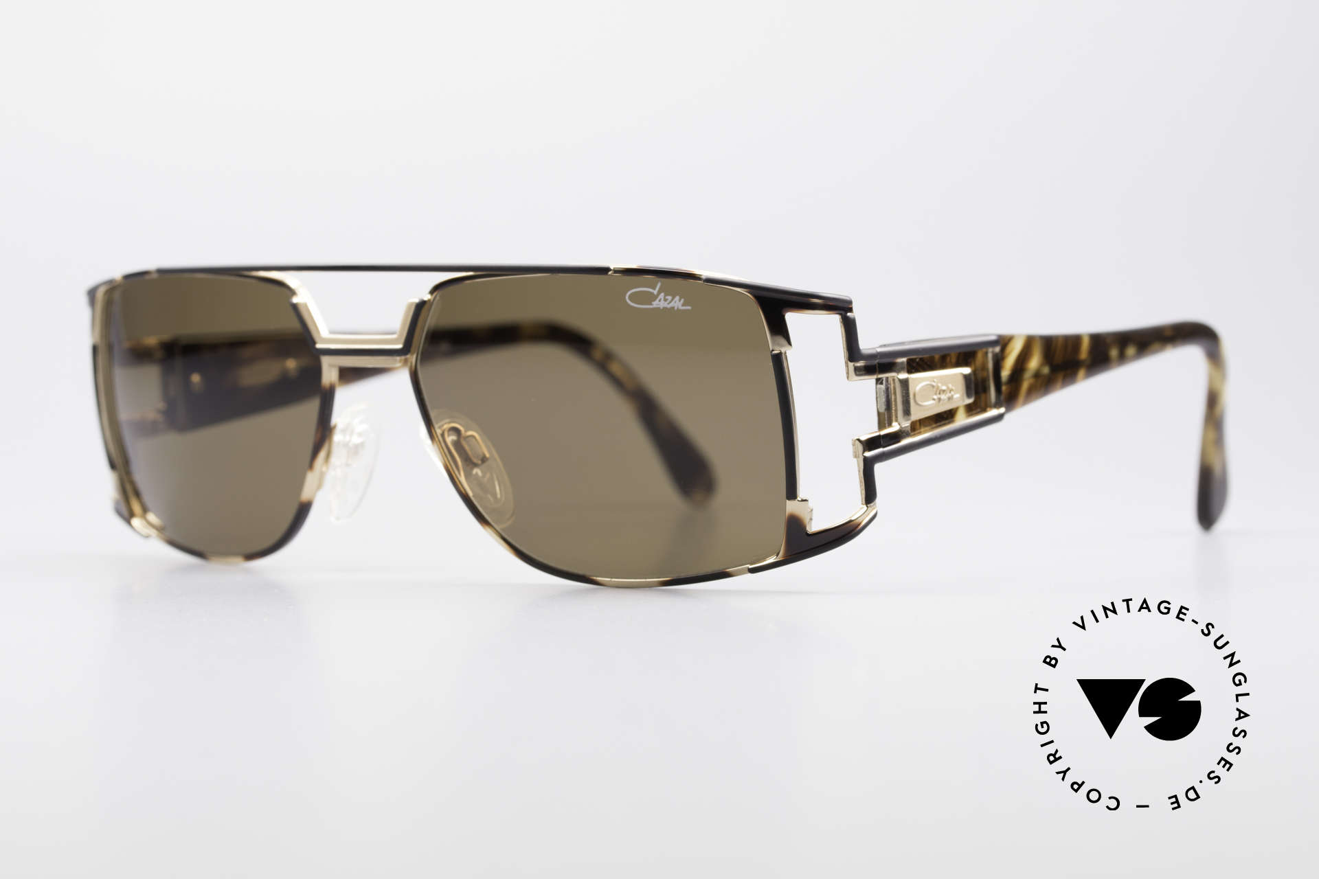 Cazal 974 Designer Shades Ladies Gents, in addition a very elegant color concept: amber/black, Made for Men and Women