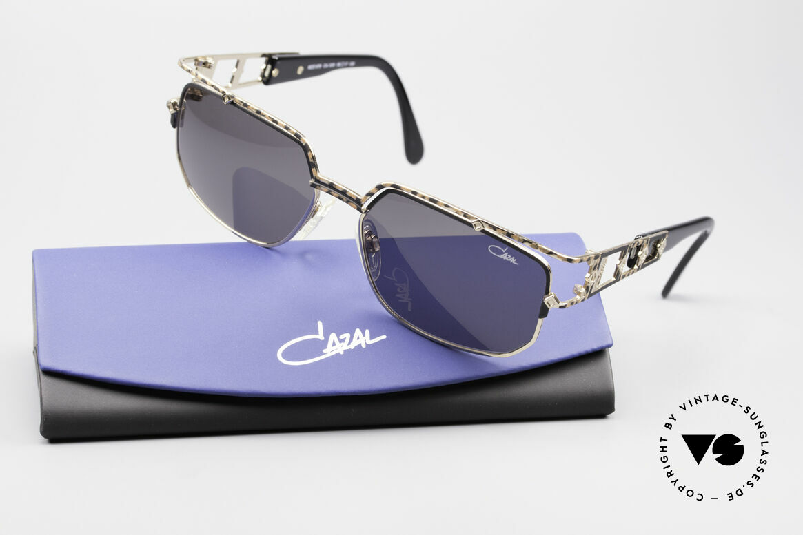 Cazal 979 90's Vintage Shades Ladies, genuine Cazal sun lenses (for 100% UV protection), Made for Women