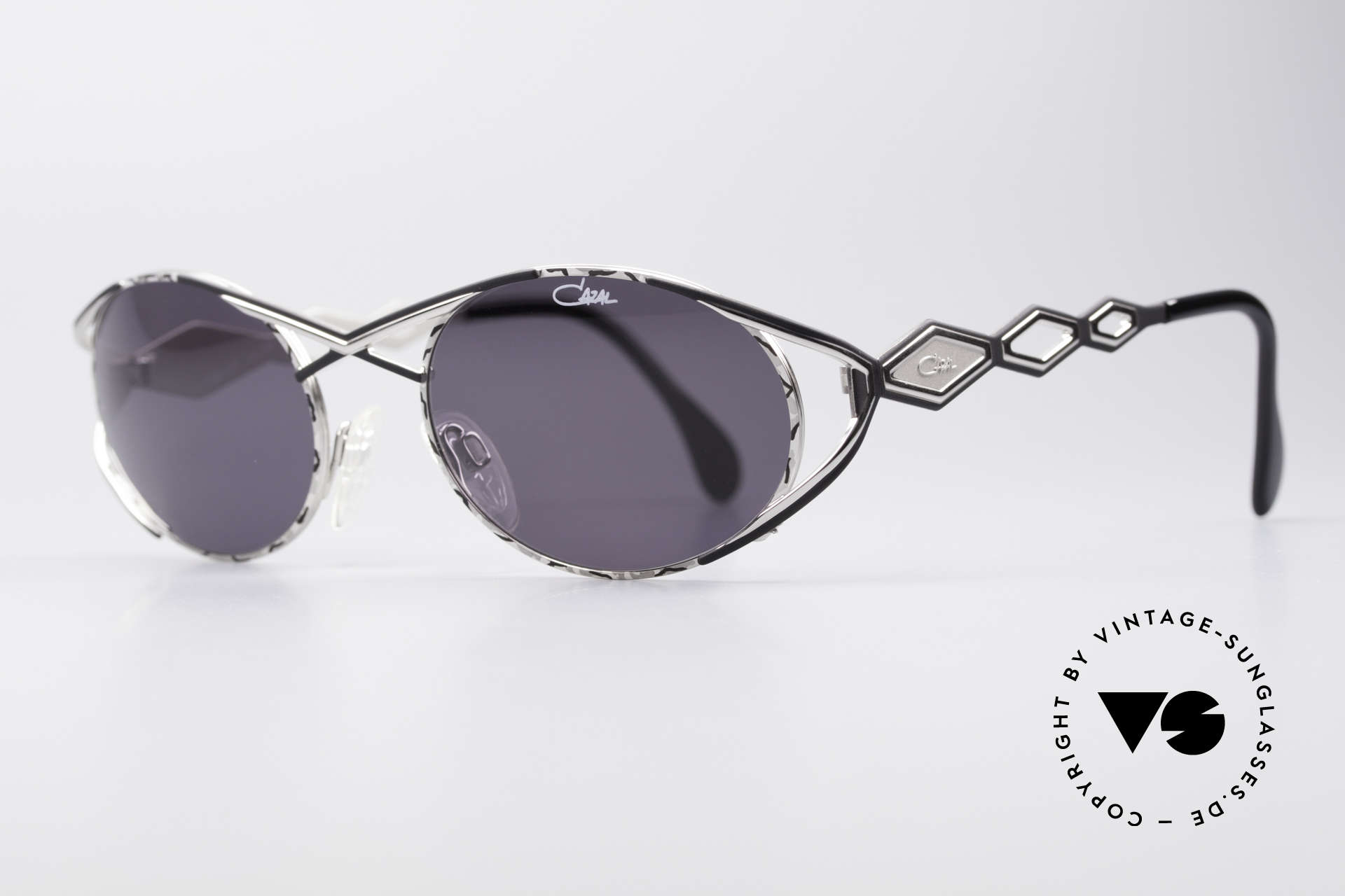Cazal 977 Vintage 90s Sunglasses Ladies, glamorous design elements; an elegance full of verve, Made for Women