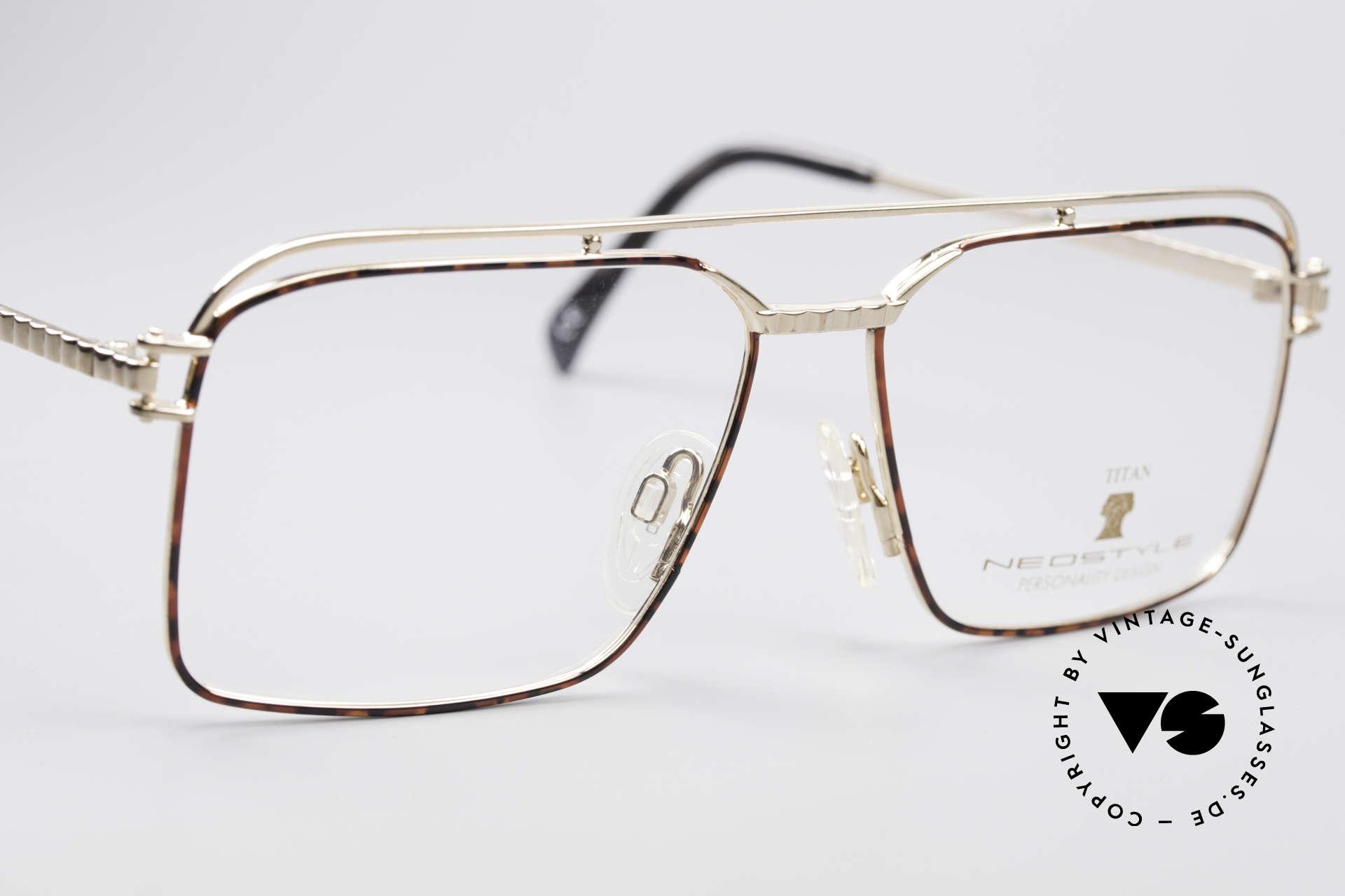 Neostyle Dynasty 424 - L 80's Titanium Men's Frame, never worn (like all our rare vintage eyeglasses), Made for Men