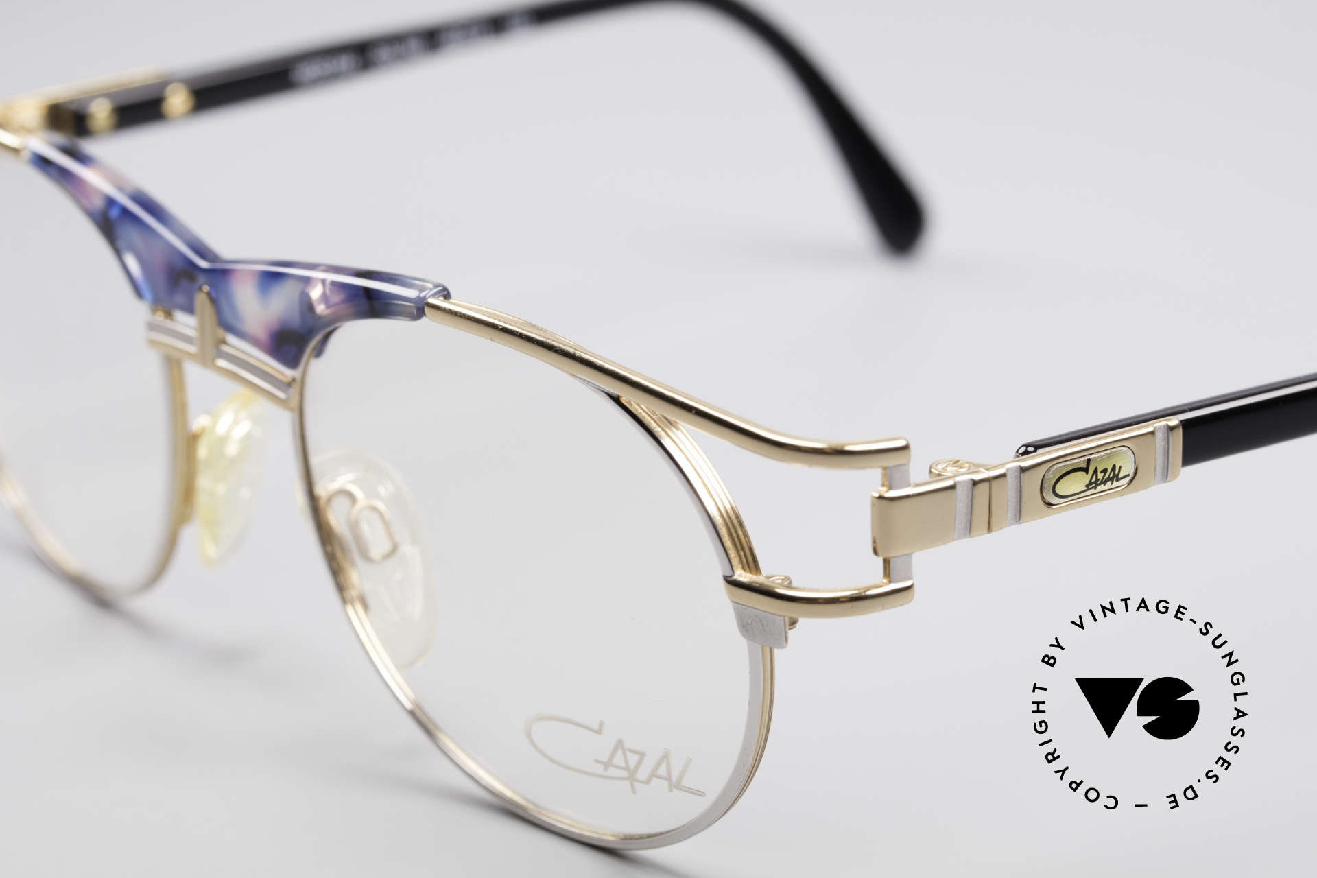 Cazal 244 Iconic Vintage Eyeglasses, never worn (like all our vintage CAZAL rarities), Made for Men and Women