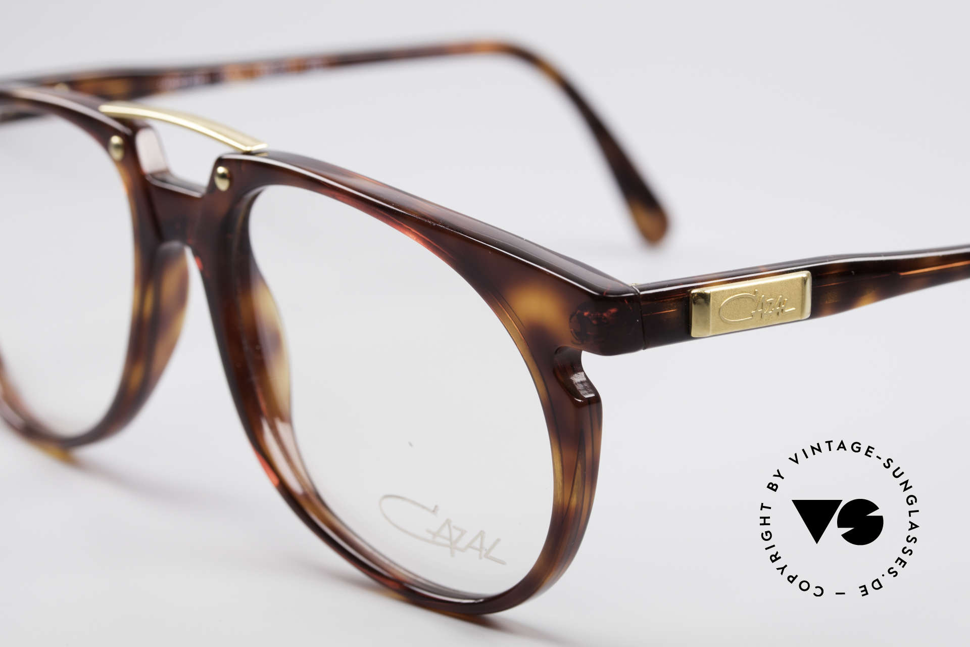 Cazal 645 Extraordinary Vintage Frame, never worn (like all our vintage CAZAL 90's frames), Made for Men