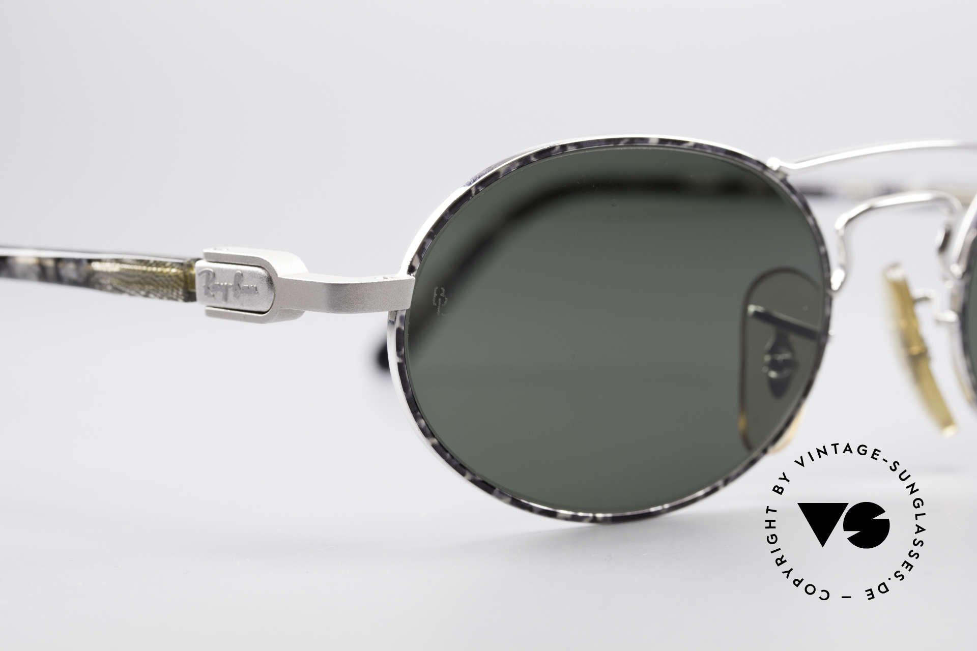 Ray Ban Chaos Oval 90's B&L USA Shades W2009, UNWORN rarity with interesting frame color / finish, Made for Men and Women