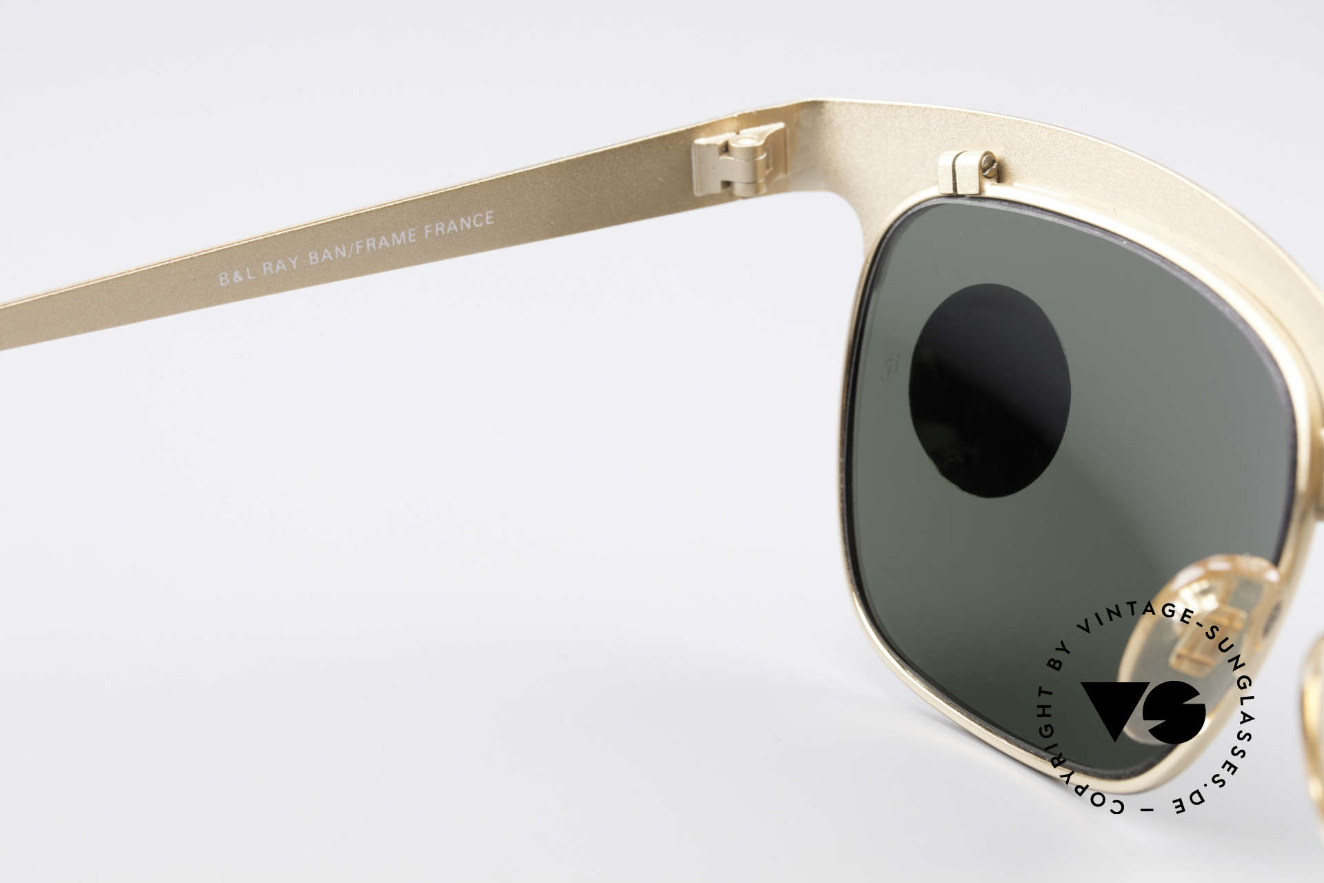 Ray Ban Nuevo 90's B&L Sunglasses W0755, never worn (like all our vintage Ray Ban shades), Made for Men and Women
