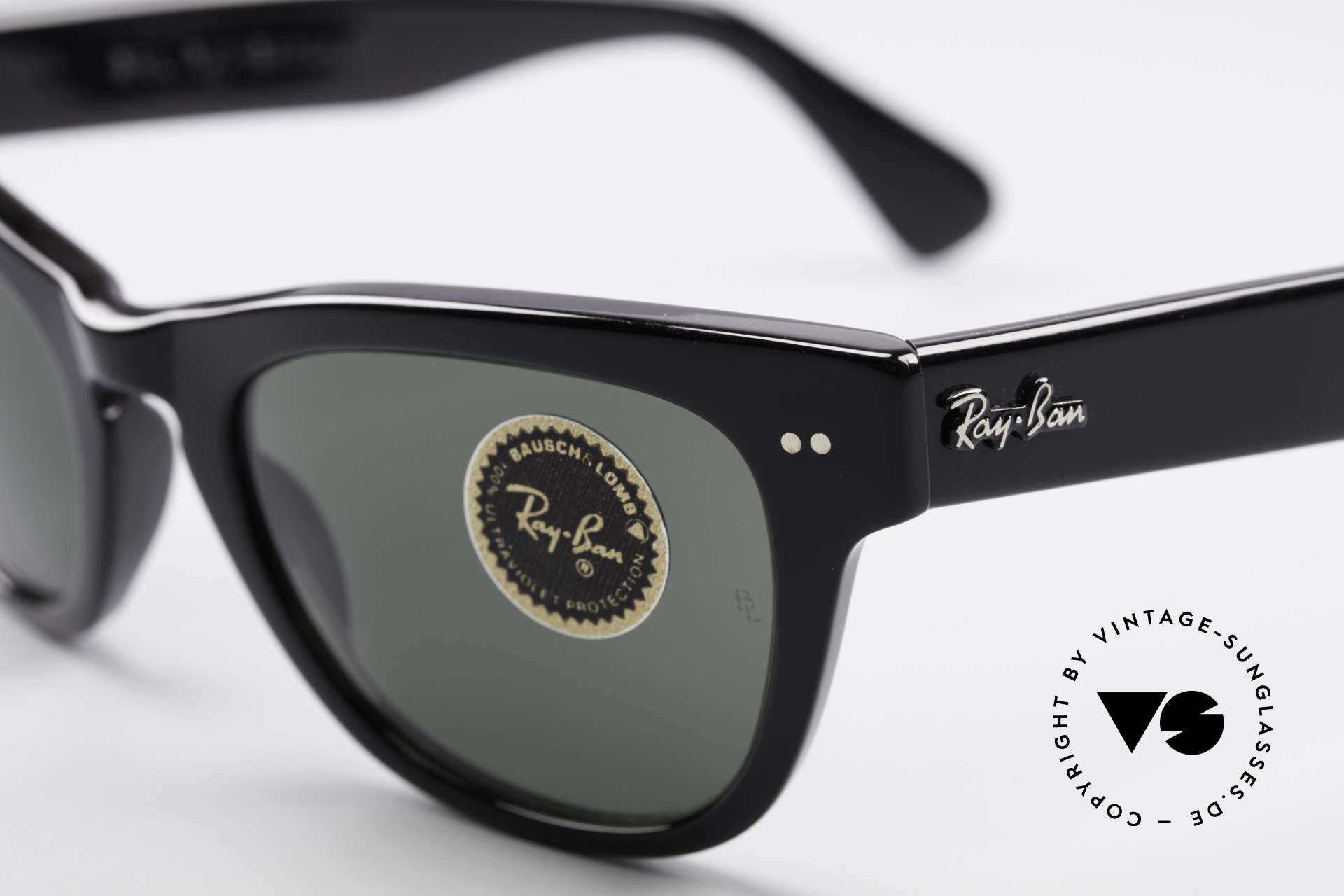 Ray Ban Laramie B&L Vintage Ladies Sunglasses, unworn (like all our vintage RAY-BAN sunglasses), Made for Women