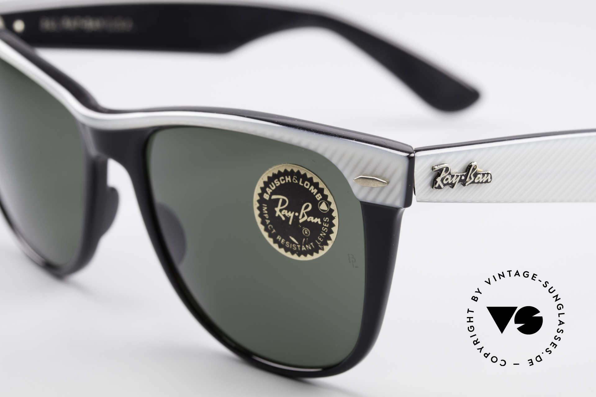 Ray Ban Wayfarer II B&L USA Original Wayfarer, never worn (like all our old B&L RAY-BAN shades), Made for Men and Women