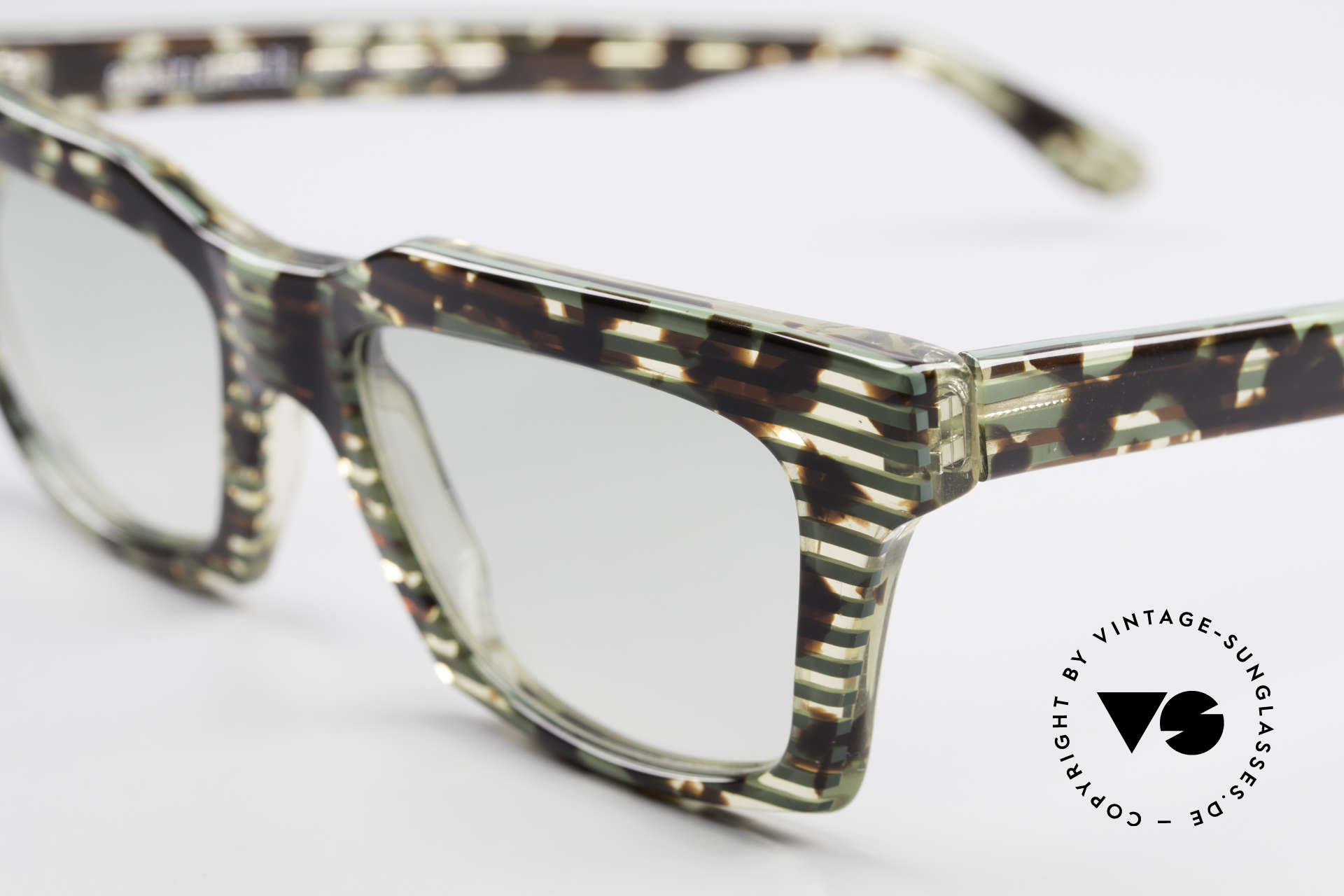 Alain Mikli 710 / 825 Extraordinary 80's Frame, unworn (like all our vintage Alain MIKLI Paris frames), Made for Men and Women