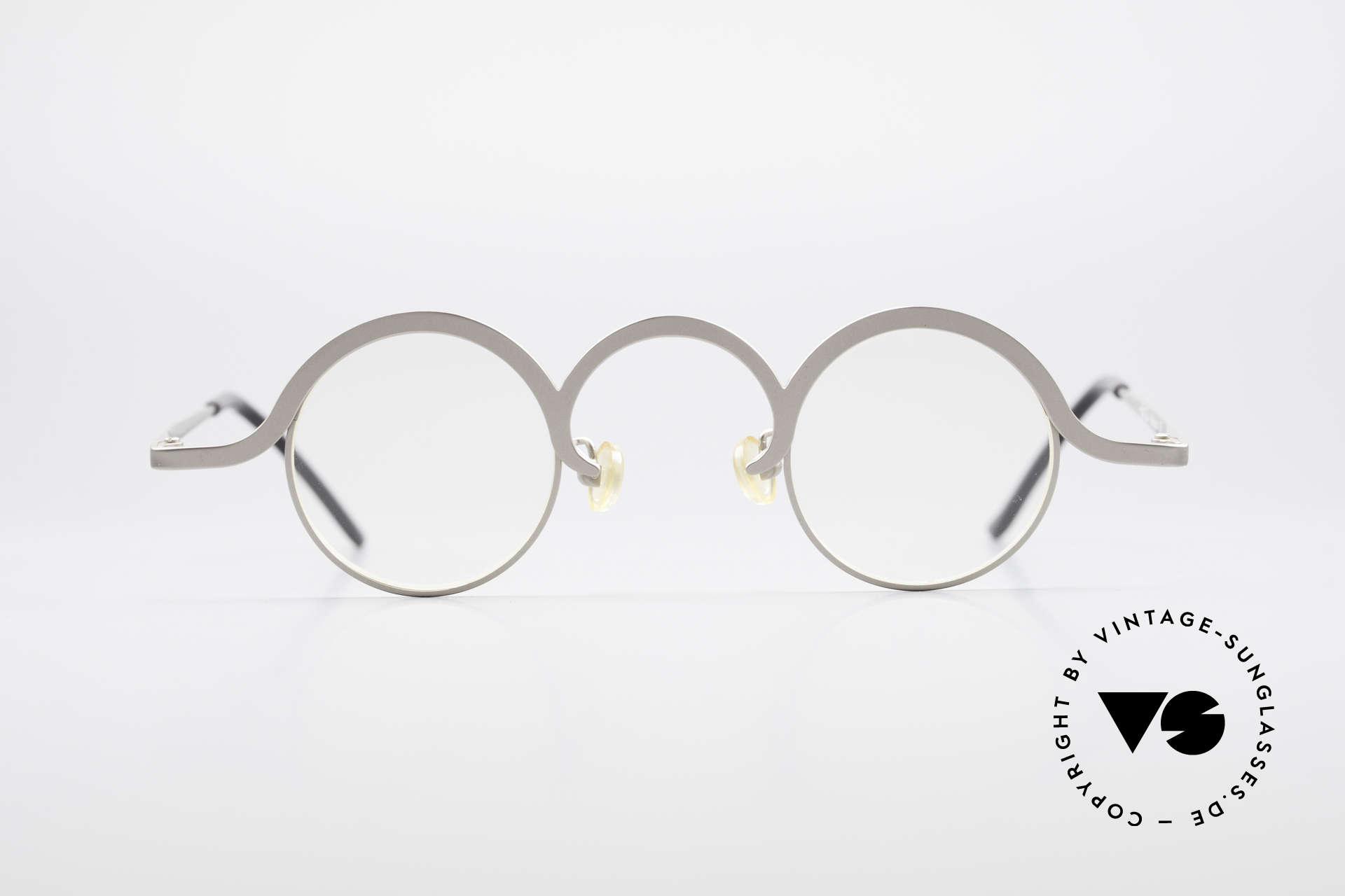 Theo Belgium Jeu Avant-Garde Vintage Specs, founded in 1989 as 'opposite pole' to the 'mainstream', Made for Men and Women