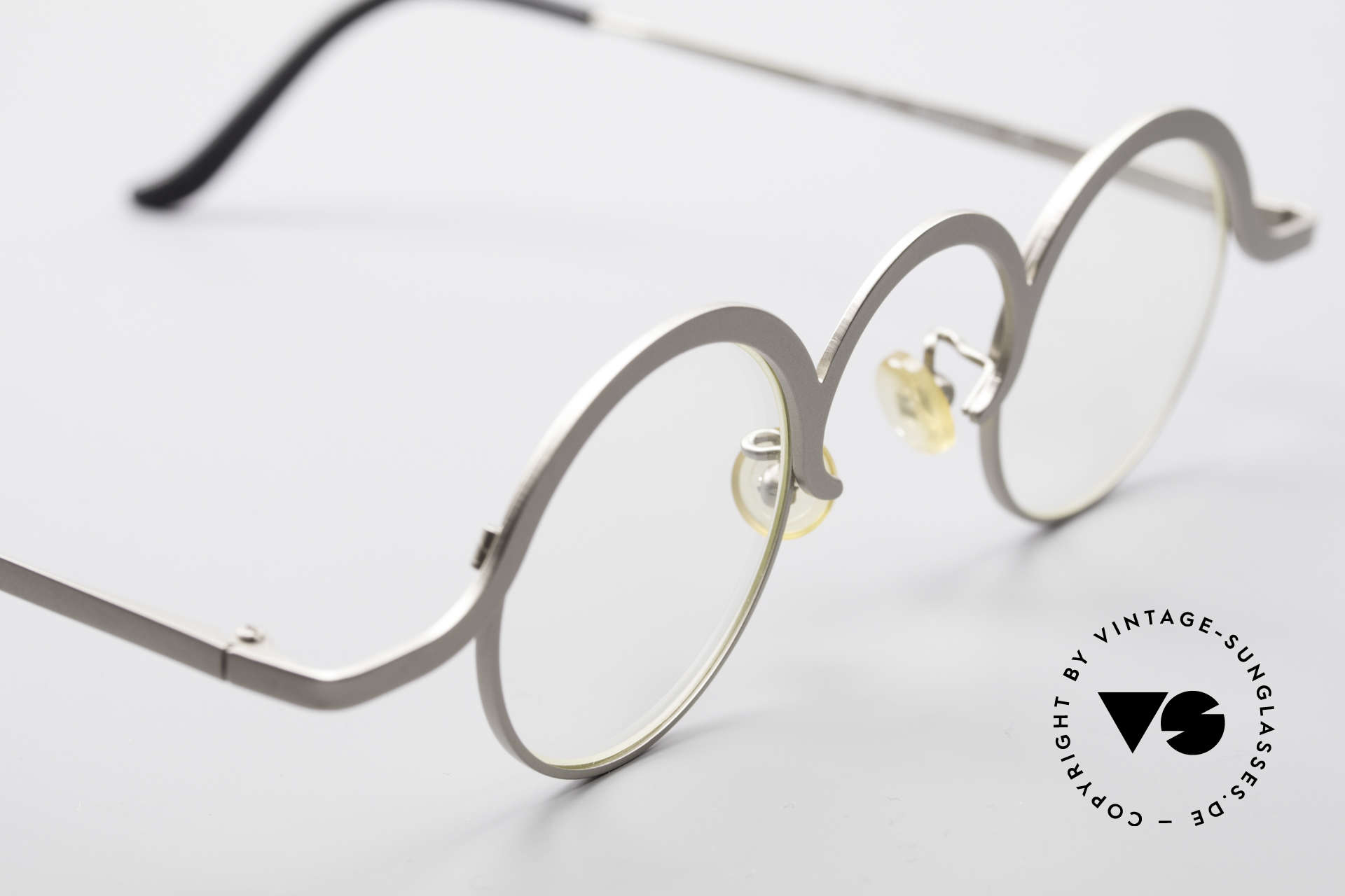 Theo Belgium Jeu Avant-Garde Vintage Specs, unworn vintage eyeglass-frame (with representativeness), Made for Men and Women