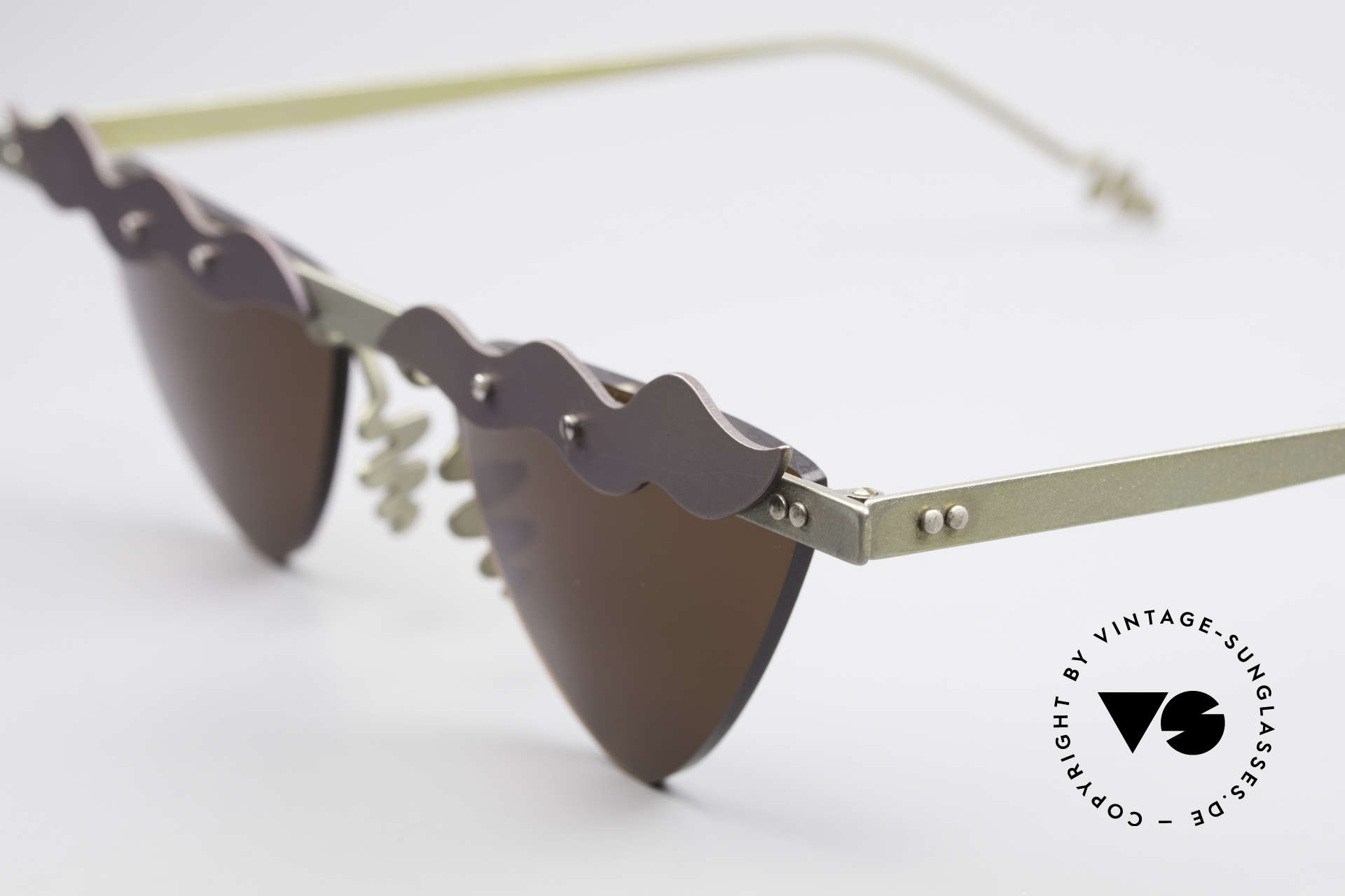 Theo Belgium Tita II C10 Heart Shaped Sun Lenses, heart shaped lenses are fixed with screws at the frame, Made for Women