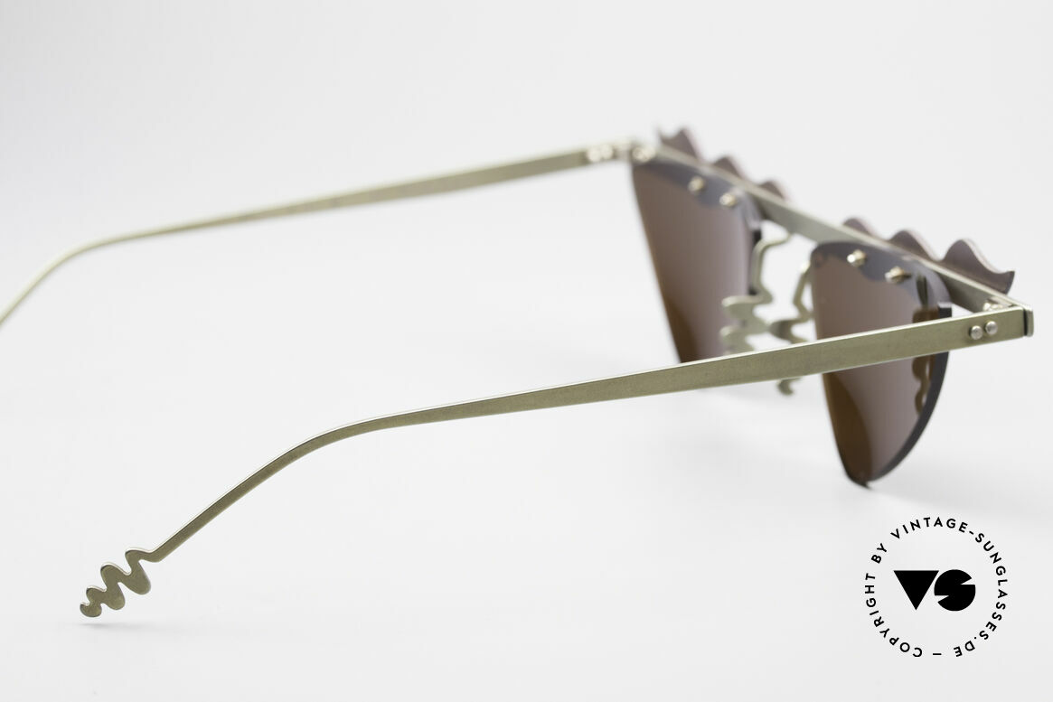 Theo Belgium Tita II C10 Heart Shaped Sun Lenses