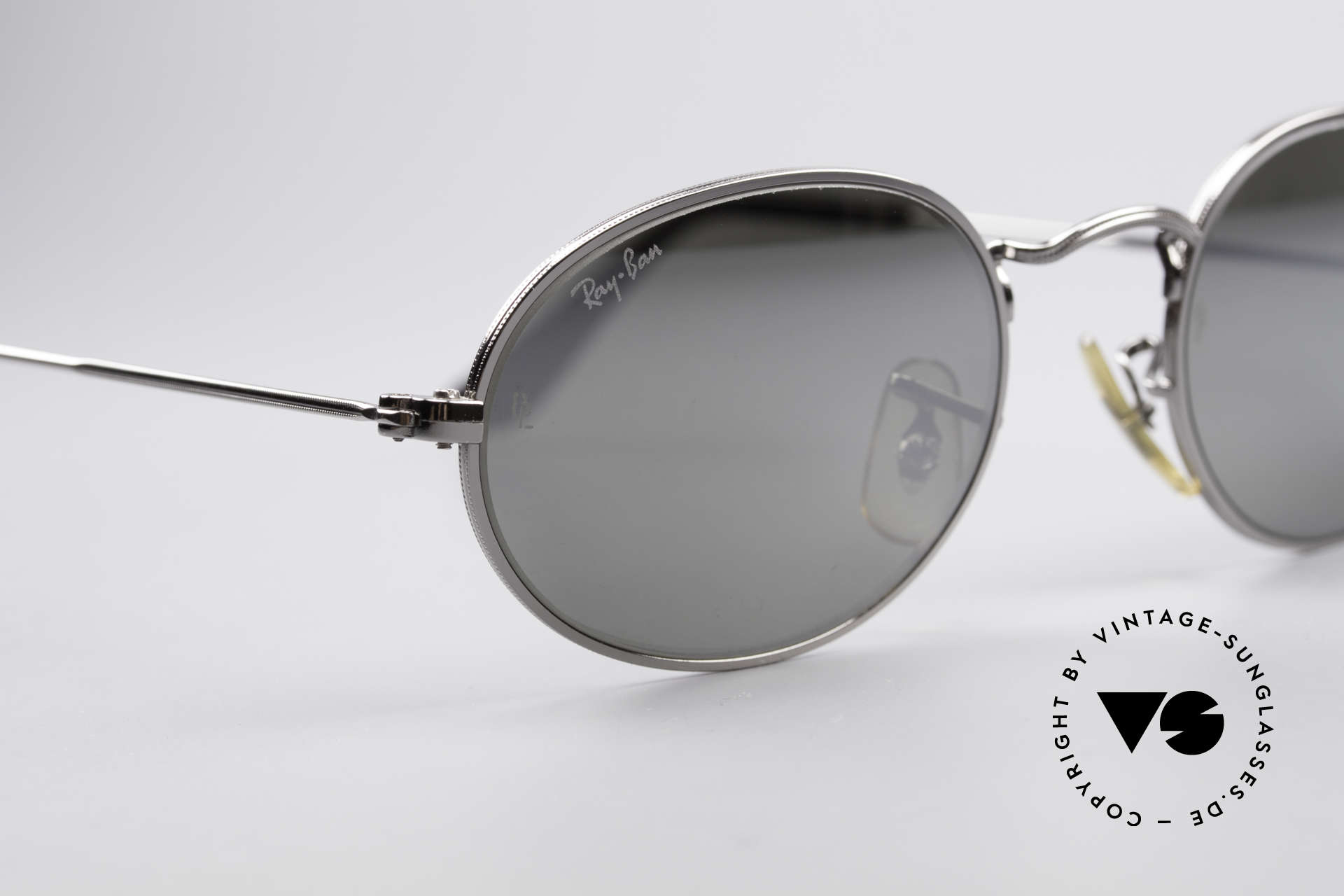 Ray Ban Classic Style I Mirrored B&L USA Sunglasses, unworn (like all our vintage RAY-BAN eyewear), Made for Men and Women