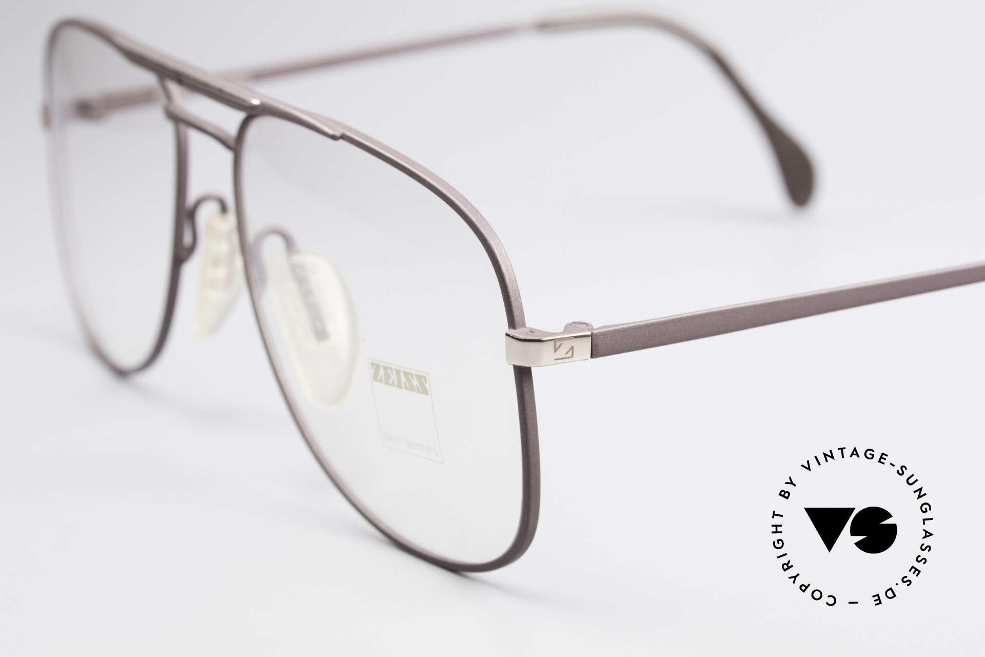 Zeiss 5886 Old 80's Eyeglass-Frame Men, unworn (like all our high-end Zeiss vintage eyewear), Made for Men