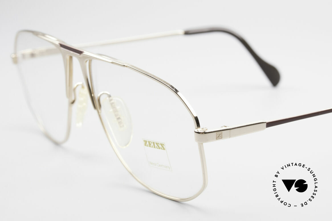Zeiss 5871 80's West Germany Frame Men, anti-slip nose pads and tips for a top wearing comfort, Made for Men