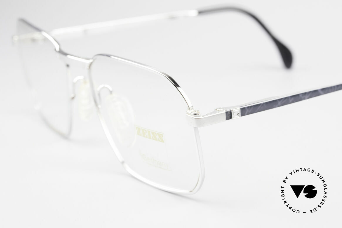 Zeiss 5922 Rare Old 90's Eyeglasses Men, unworn (like all our high-end Zeiss vintage eyeglasses), Made for Men