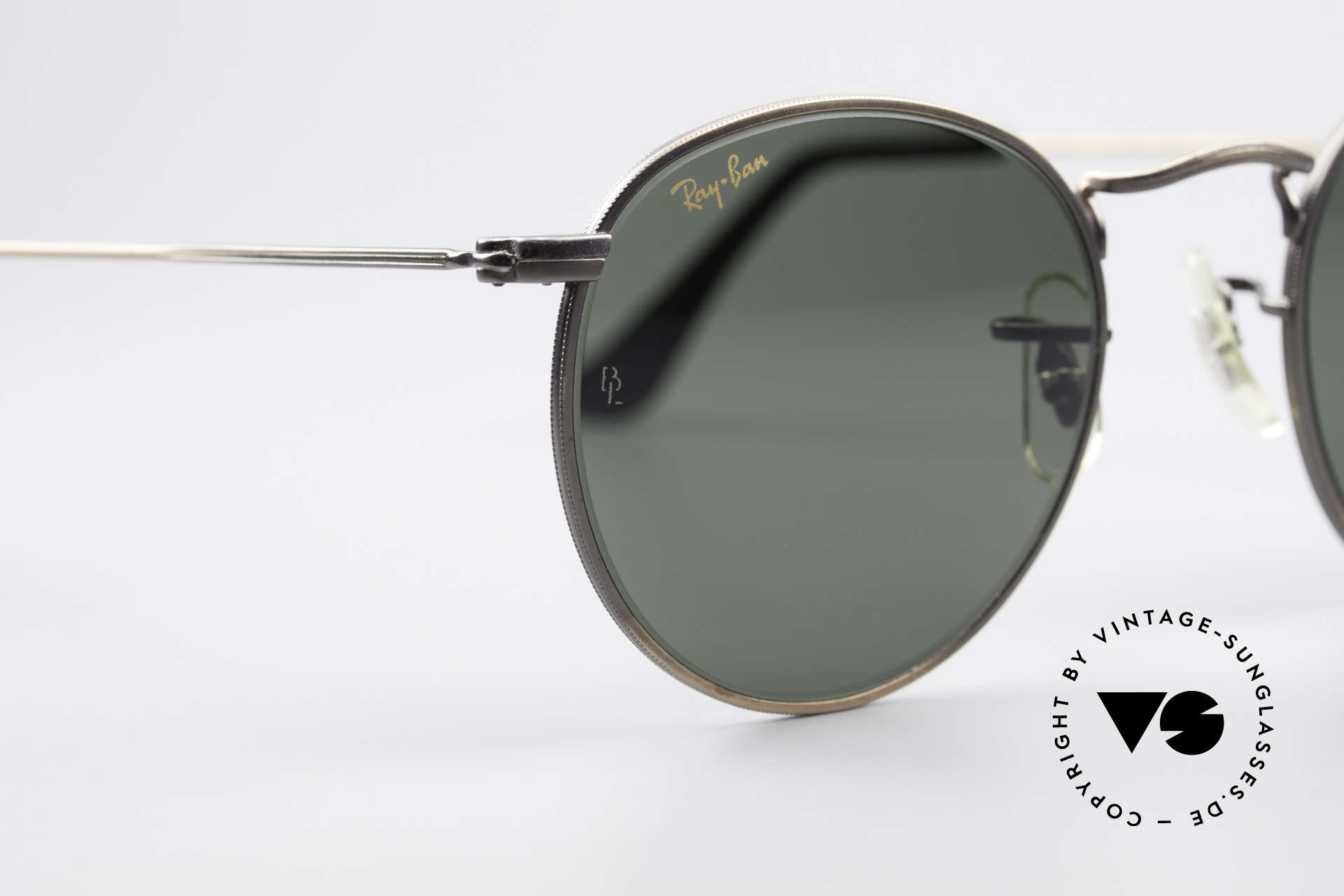 Ray Ban Round Metal 47 Small Round Vintage Shades, unworn Bausch&Lomb sunglasses + an old B&L case, Made for Men and Women