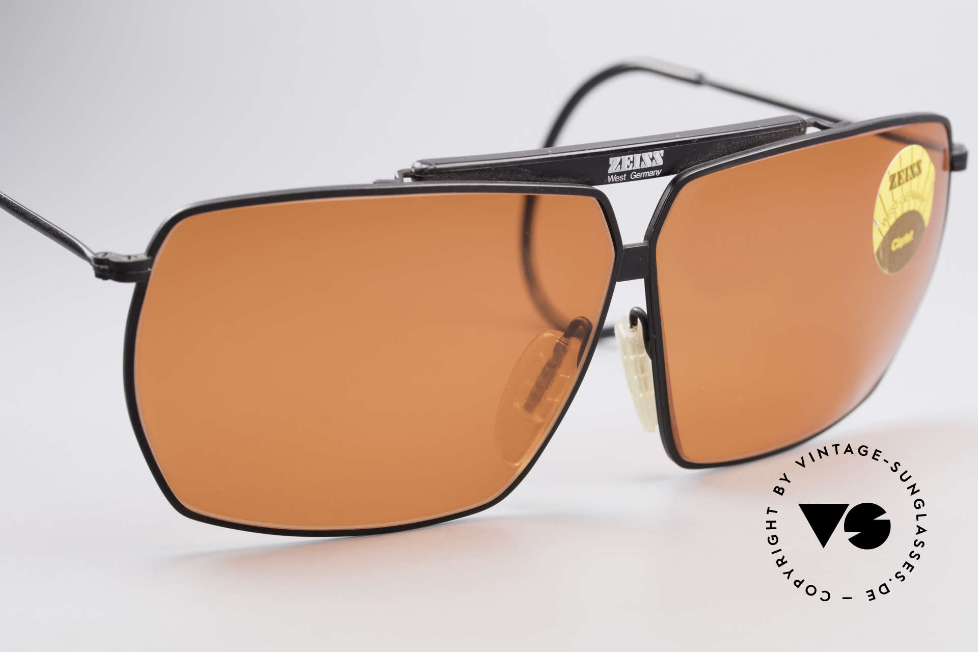 Zeiss 9909 XL Vintage Sunglasses Sport, never worn; like all our rare vintage eyewear by Zeiss, Made for Men