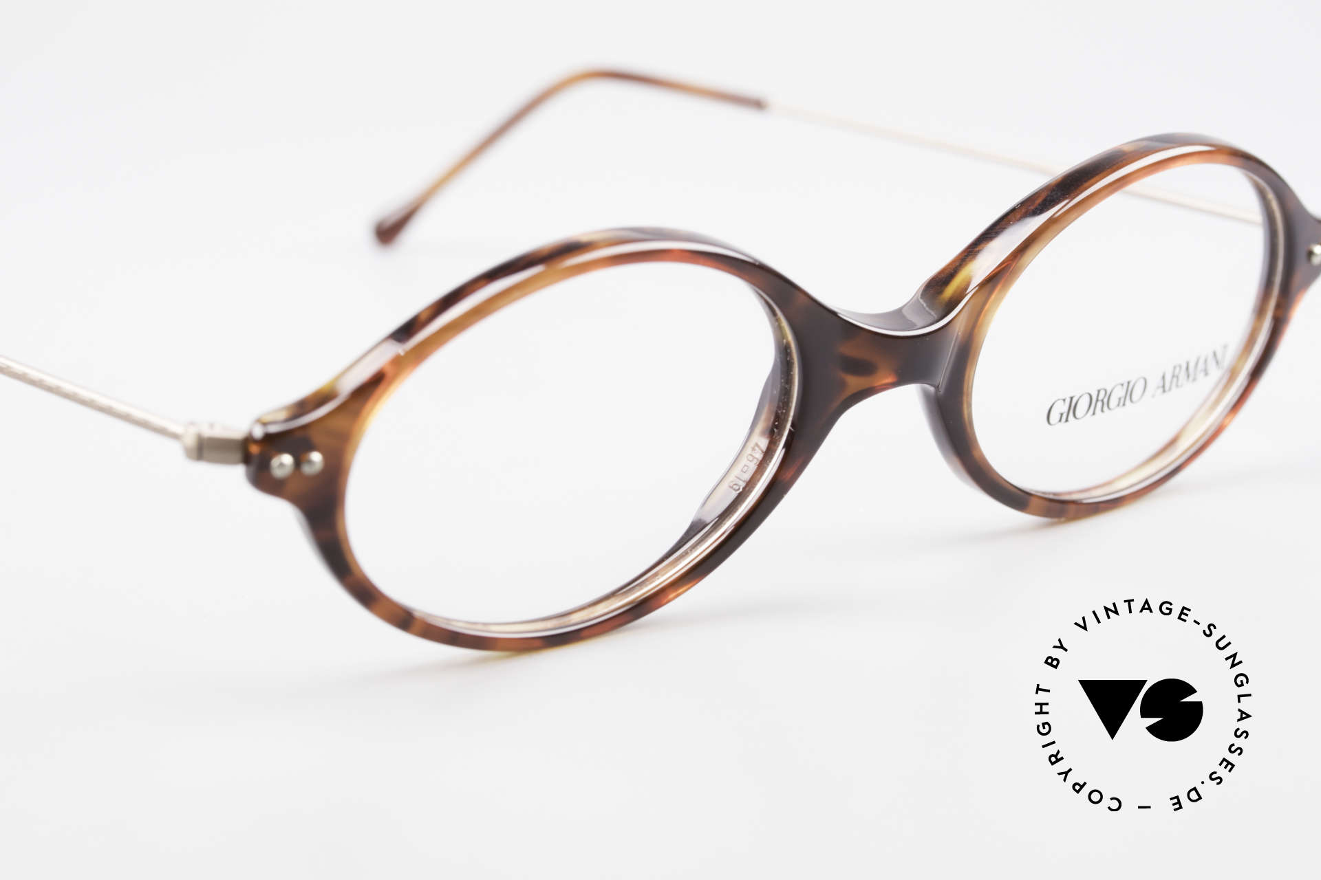Giorgio Armani 378 90's Unisex Eyeglasses Oval, unworn Giorgio Armani original from the mid. 90's, Made for Men and Women