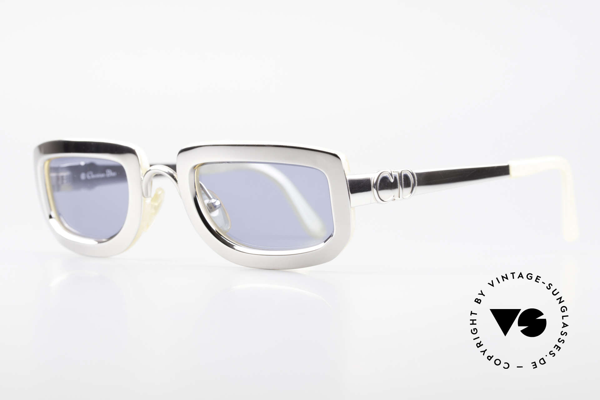 Christian Dior 2972 Designer Shades Silver Nacre, front: silver chrome-plated, backside: mother of pearl, Made for Women