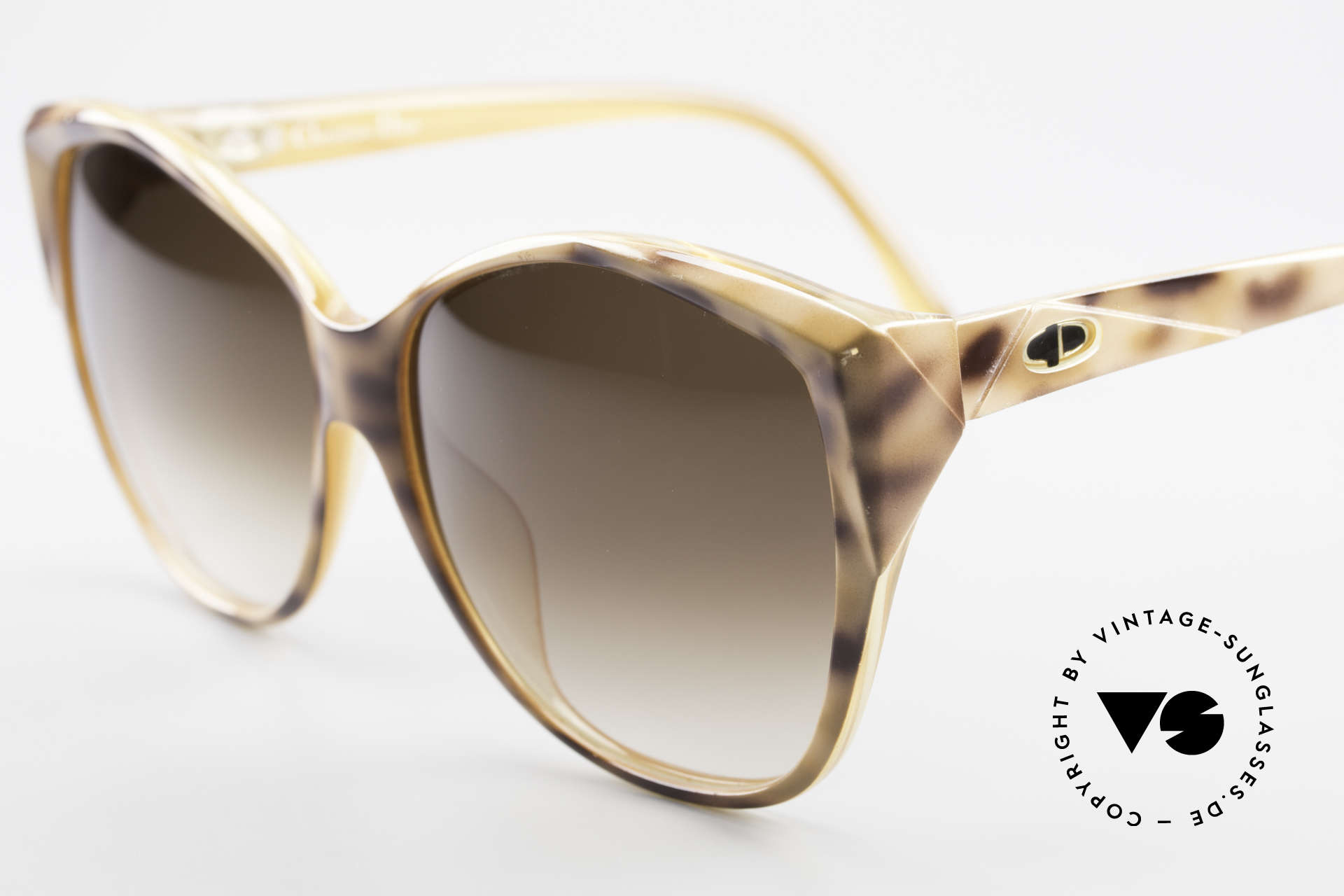 Christian Dior 2233 XL 80's Ladies Sunglasses, oversized Dior model, but very feminine and appealing, Made for Women