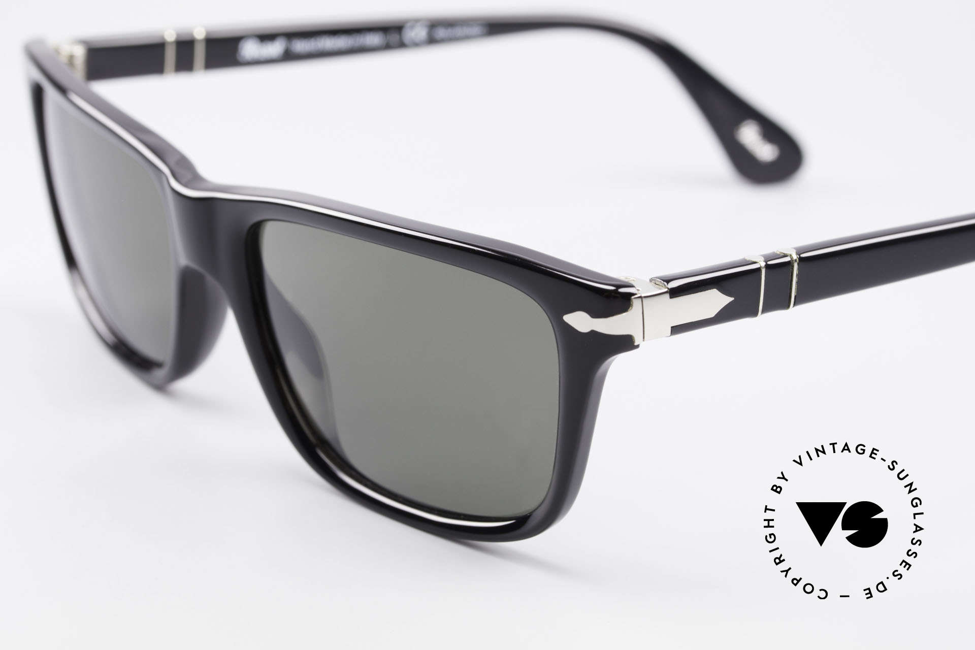 Persol 3026 Classic Sunglasses Polarized, unworn (like all our classic PERSOL sunglasses), Made for Men and Women