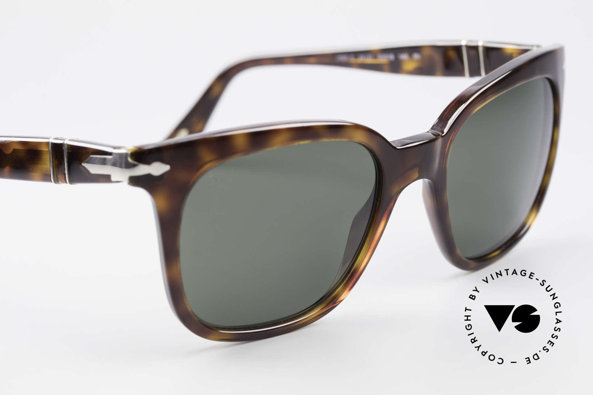 Persol 2999 Classic Ladies Sunglasses, reissue of the old vintage Persol RATTI models, Made for Women