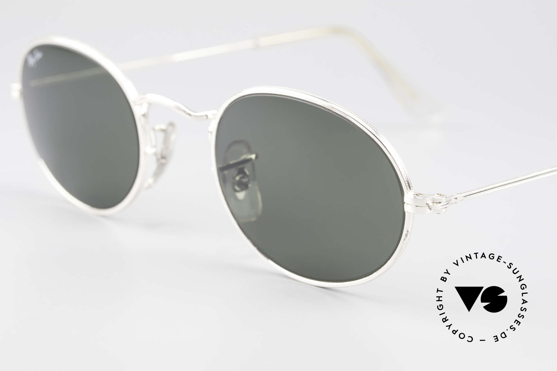 Ray Ban Classic Style I Old Oval B&L USA Sunglasses, unworn (like all our vintage RAY-BAN eyewear), Made for Men and Women