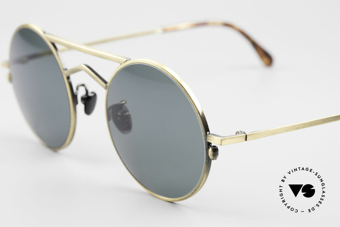 Gianni Versace 540 Small Round Designer Shades, still unworn (like all our Gianni Versace sunglasses), Made for Men and Women