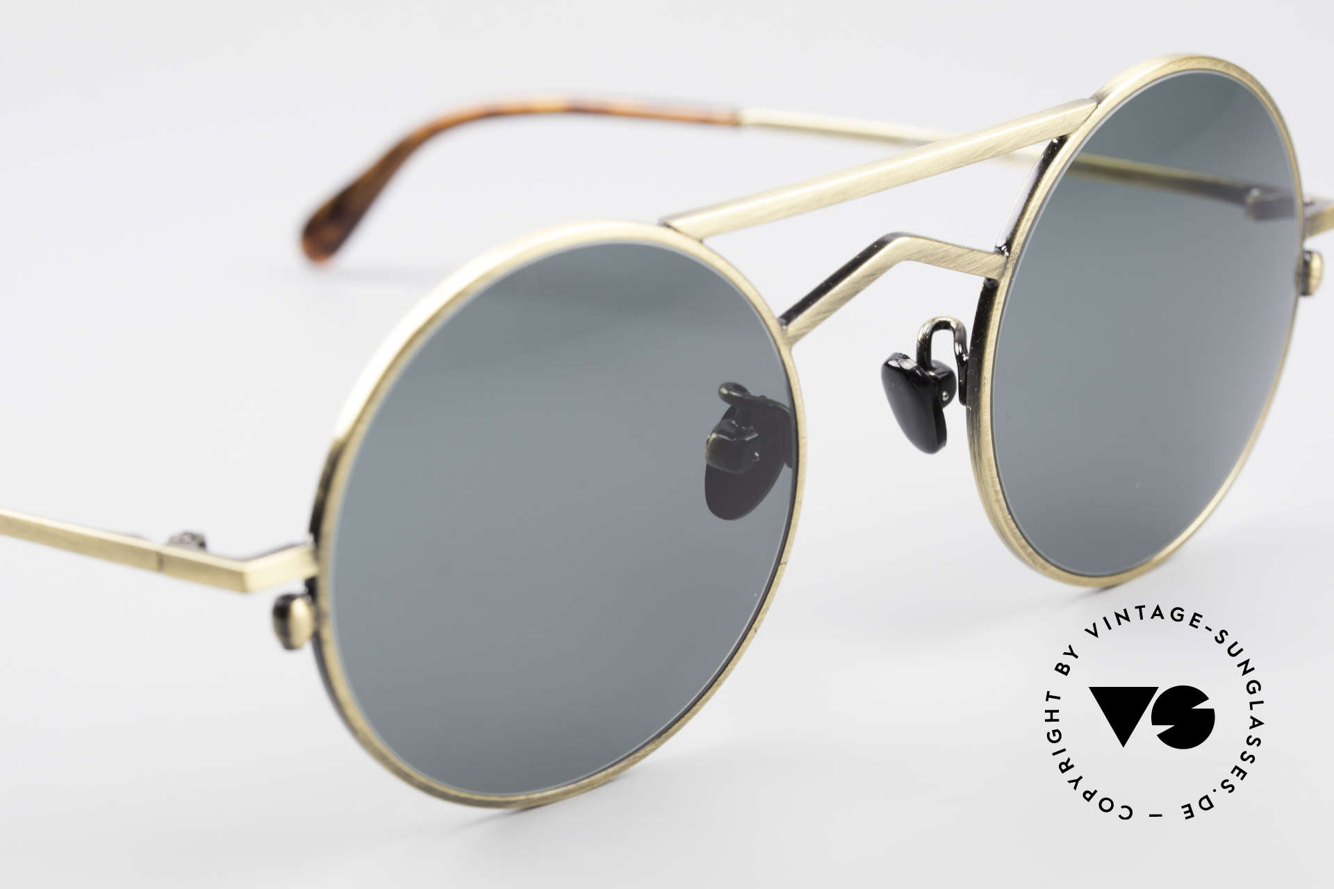 Gianni Versace 540 Small Round Designer Shades, NO retro sunnies, but a rare vintage unicum + case, Made for Men and Women