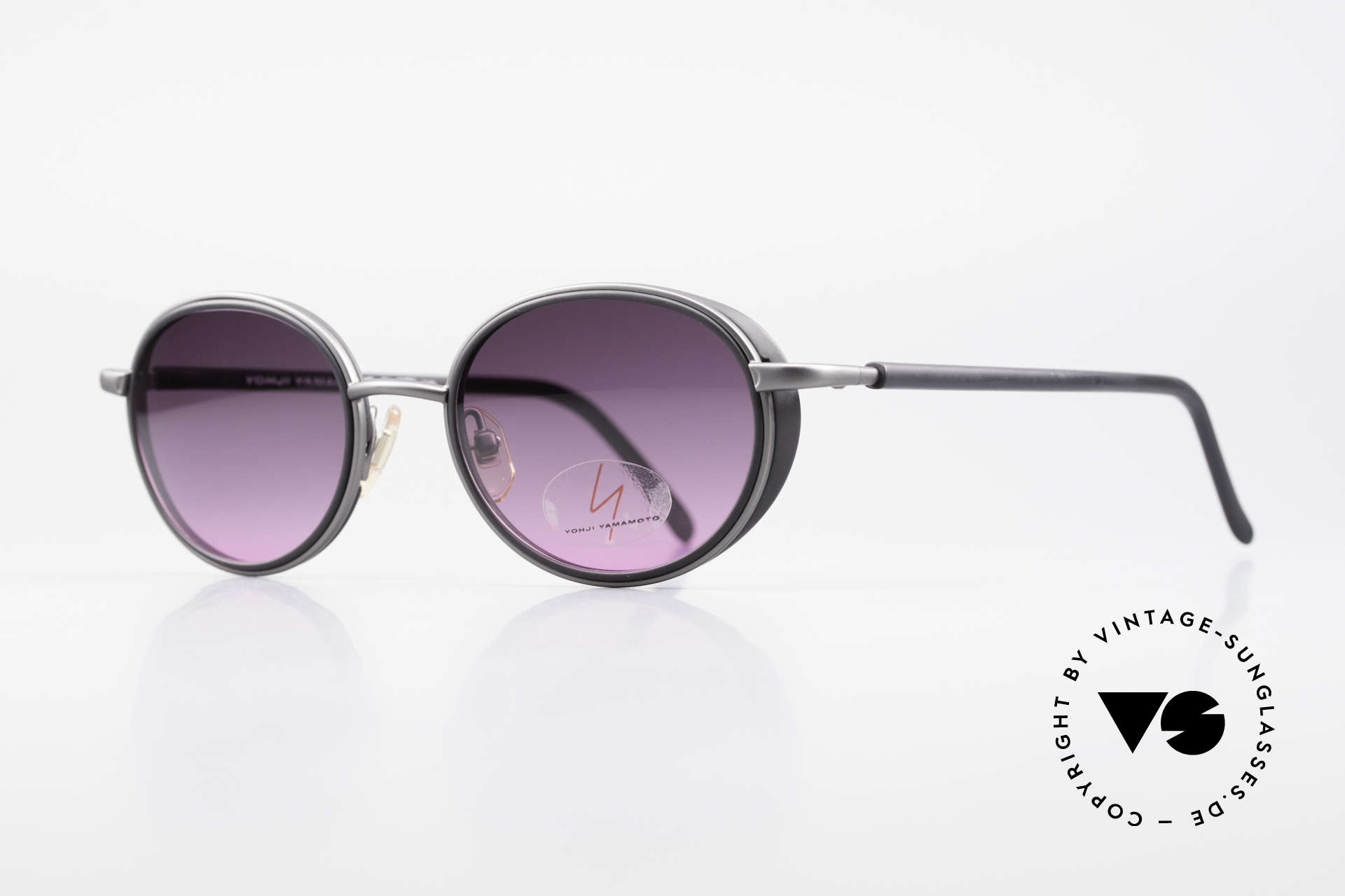 Yohji Yamamoto 51-6201 Side Shields Sunglasses 90's, with small side blinds and gray-pink gradient sun lenses, Made for Women