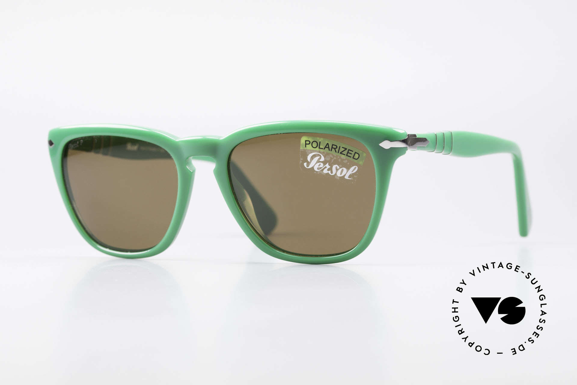 Persol 3024 Classic Sunglasses Polarized, very elegant PANTO STYLE sunglasses by Persol, Made for Men and Women