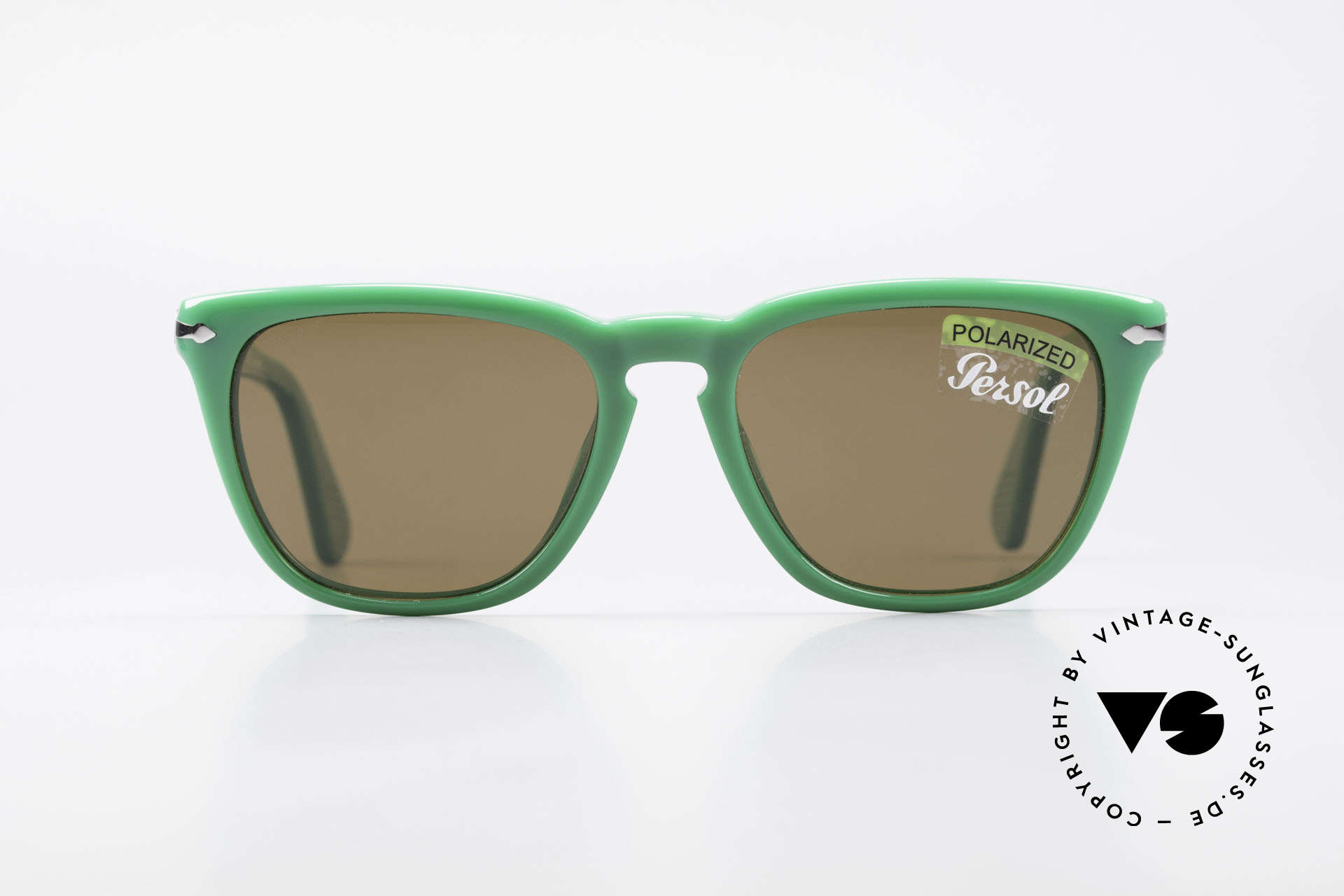 Persol 3024 Classic Sunglasses Polarized, classic timeless design and best craftsmanship, Made for Men and Women