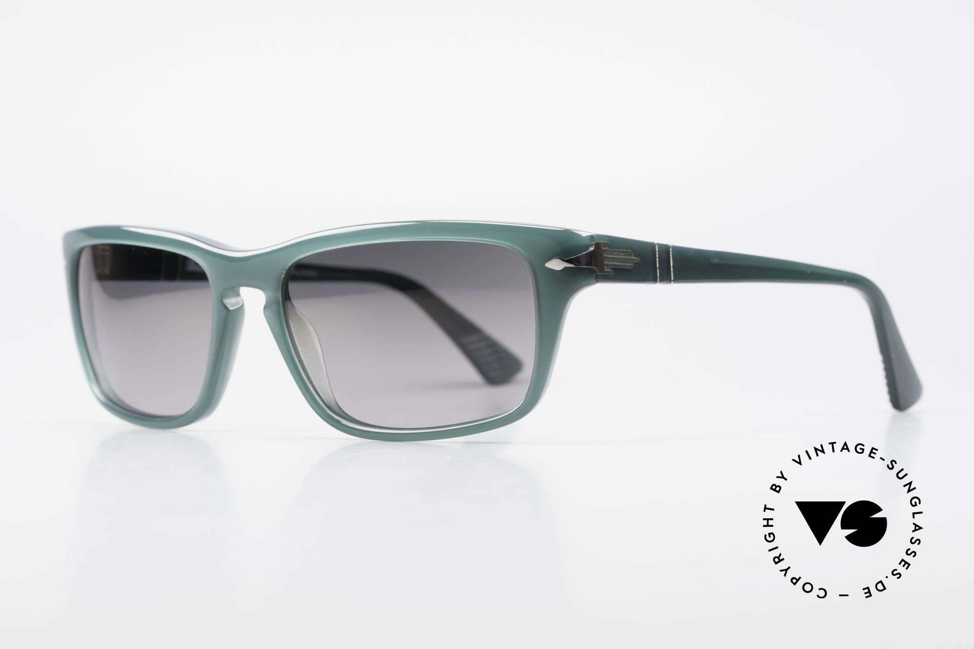 Persol 3074 Film Noir Edition Polarized, polarized mineral lenses (100% UV protection), Made for Men