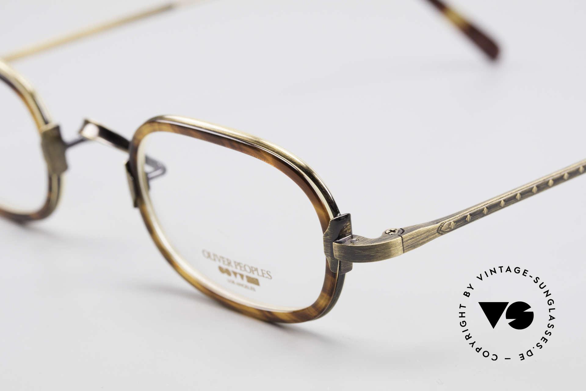 Oliver Peoples Fred Vintage Designer Frame Oval, never worn (like all our vintage Oliver Peoples eyewear), Made for Men and Women