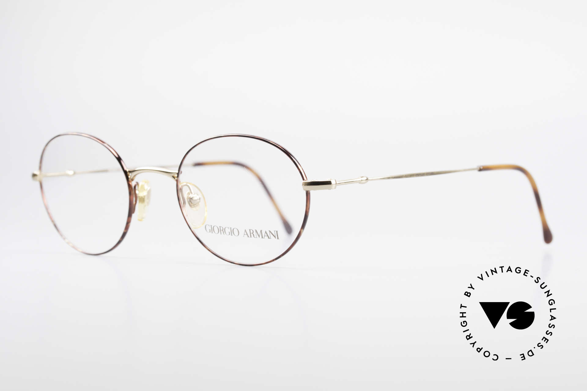 Giorgio Armani 252 Oval Vintage Eyeglasses 90's, elegant frame finish in gold and chestnut-brown, Made for Men and Women