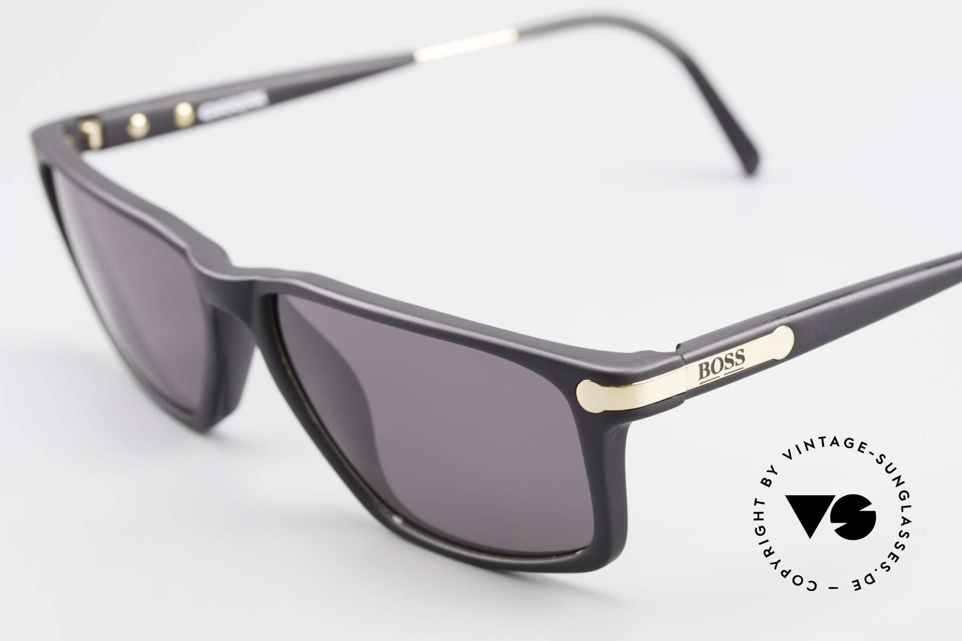 BOSS 5174 Square-Cut Vintage Sunglasses, classic, timeless frame color in matt black and gold, Made for Men